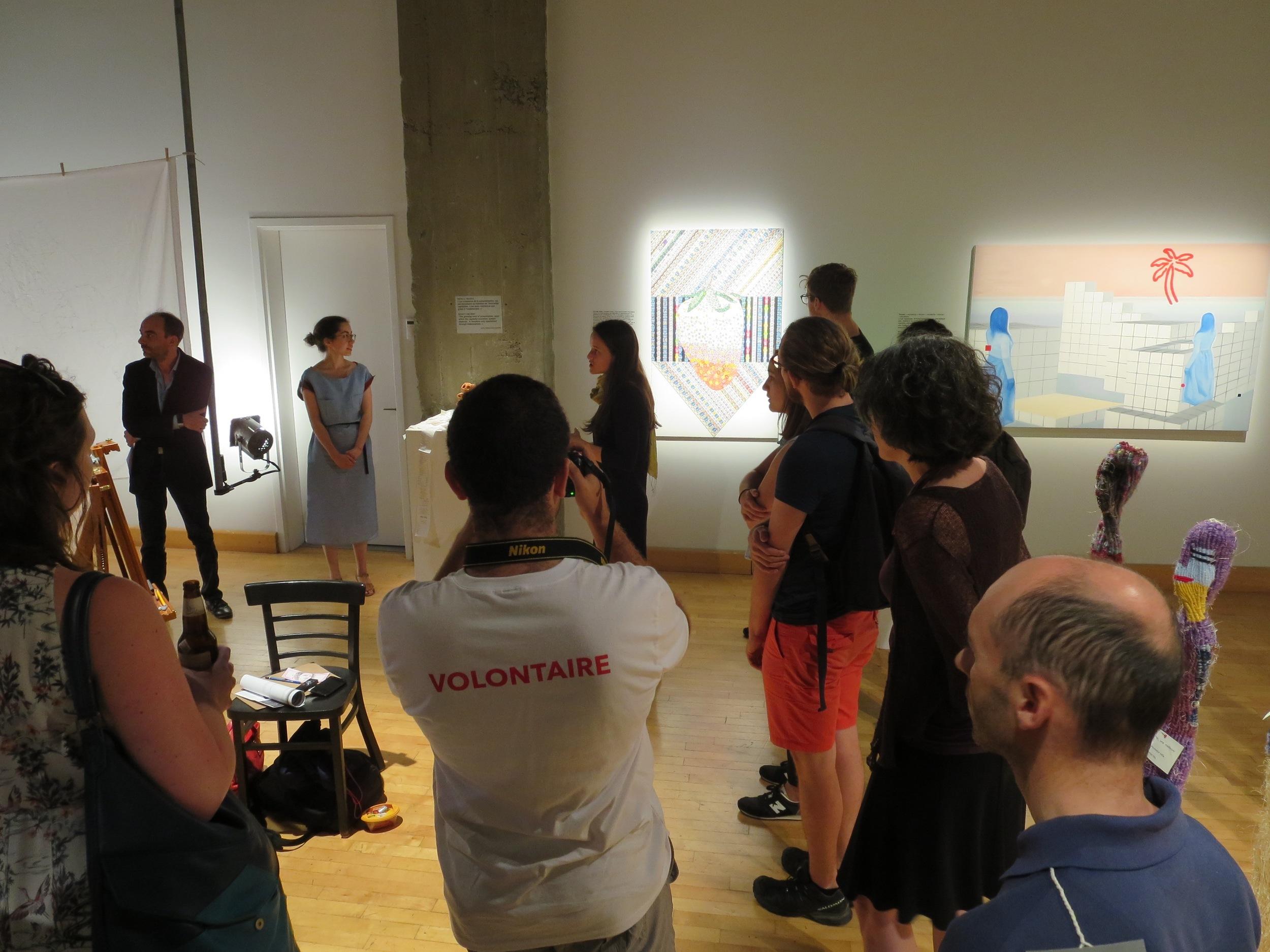 Présentation du projet lors du vernissage, avec le commissaire de l'exposition Ianik Marcil, en haut à droite.