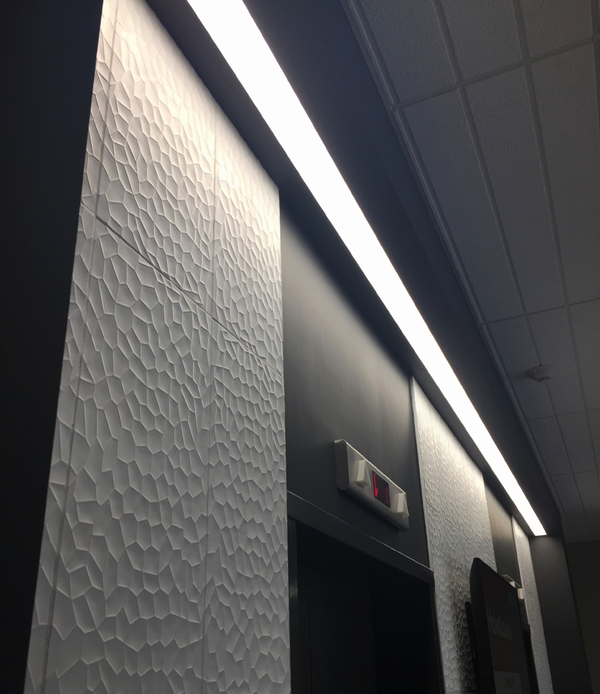 Elevator Lobby / Wall tile / Linear light fixture / Texture