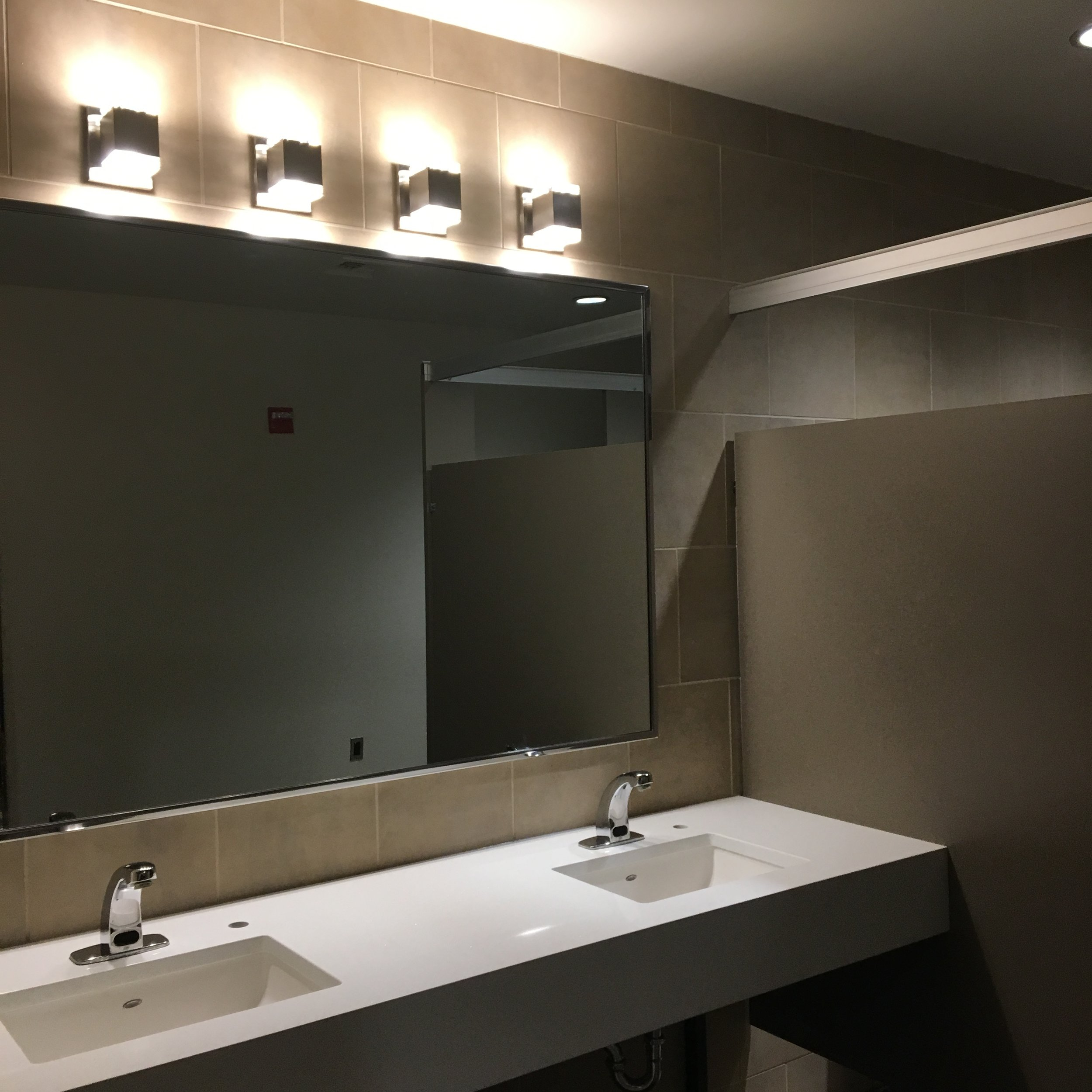 bathroom vanity / Sinks / Mirror