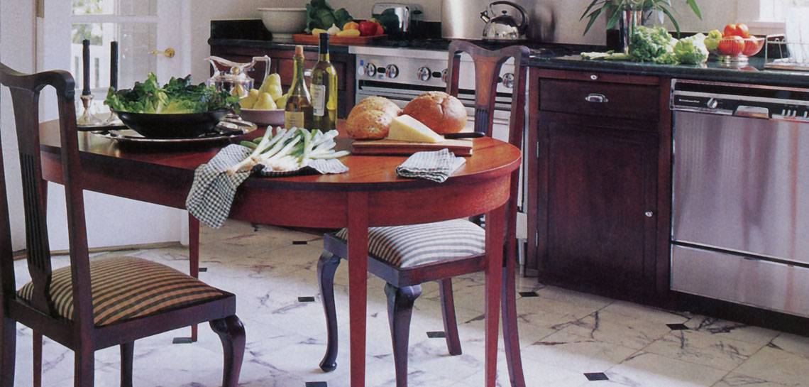 TRADITIONAL MAHOGANY KITCHEN TABLE