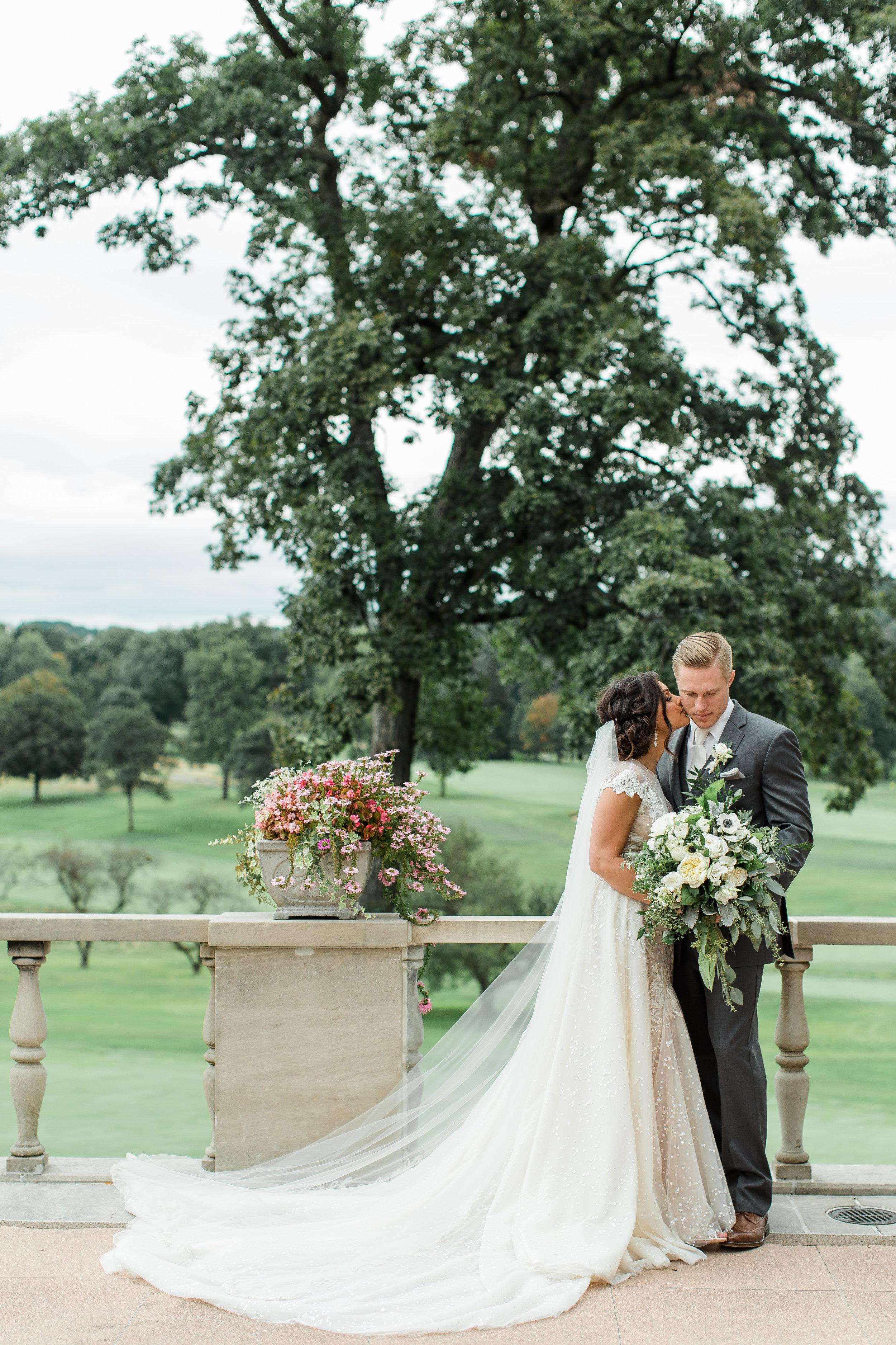 pittsburgh-wedding-photographer-classic-greenery-foxchapelgolfclub0023.jpg