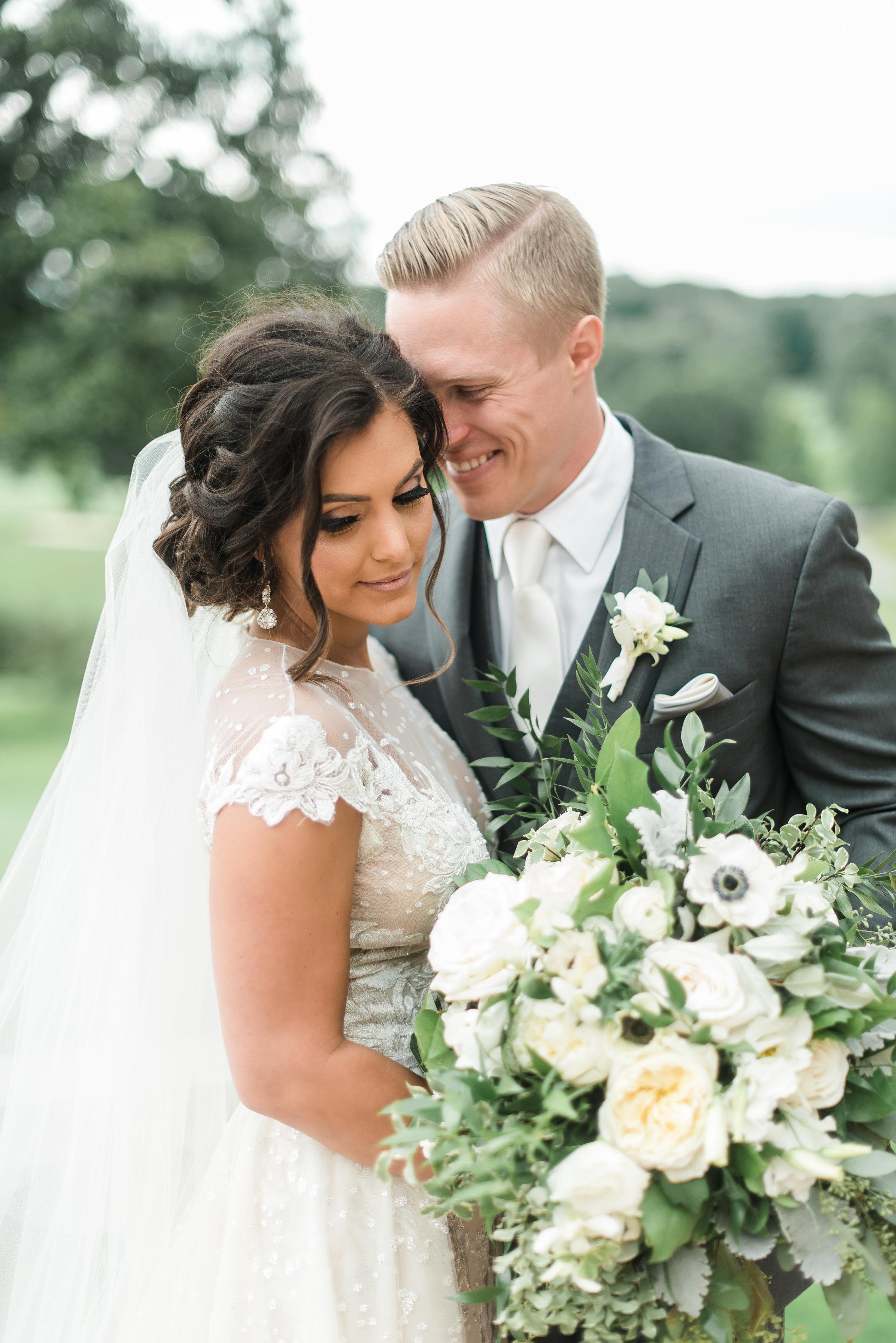 pittsburgh-wedding-photographer-classic-greenery-foxchapelgolfclub0025.jpg