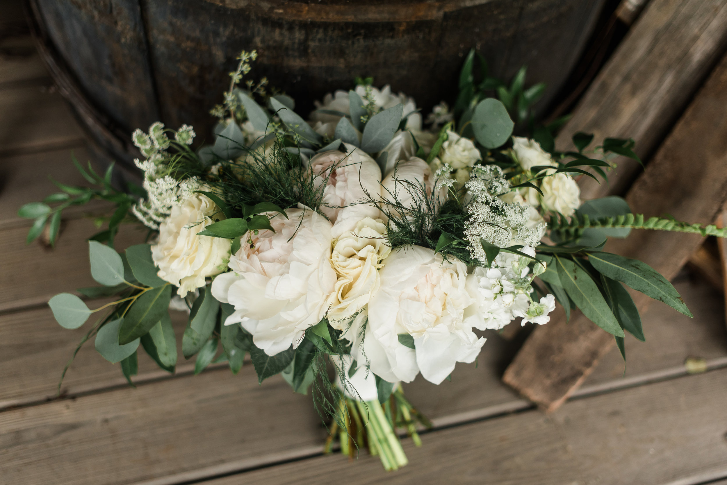 pittsburgh-wedding-photographer-greenery-summer-classic-traditional-rusticacresfarm0078.jpg