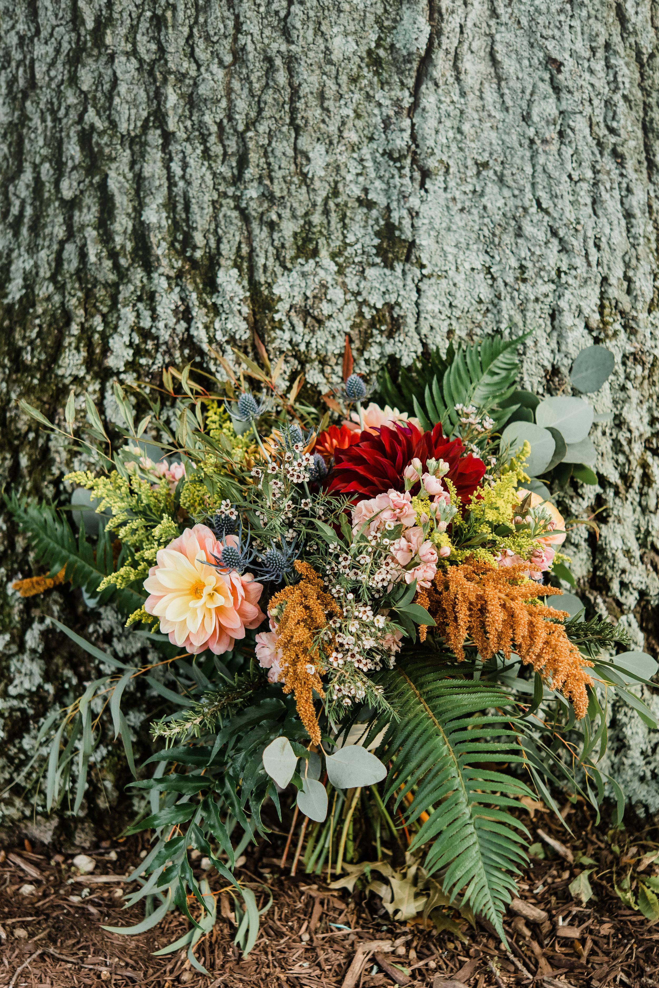 pittsburgh-wedding-photographer-modern-greenery-edgewoodclub-boho0124.jpg