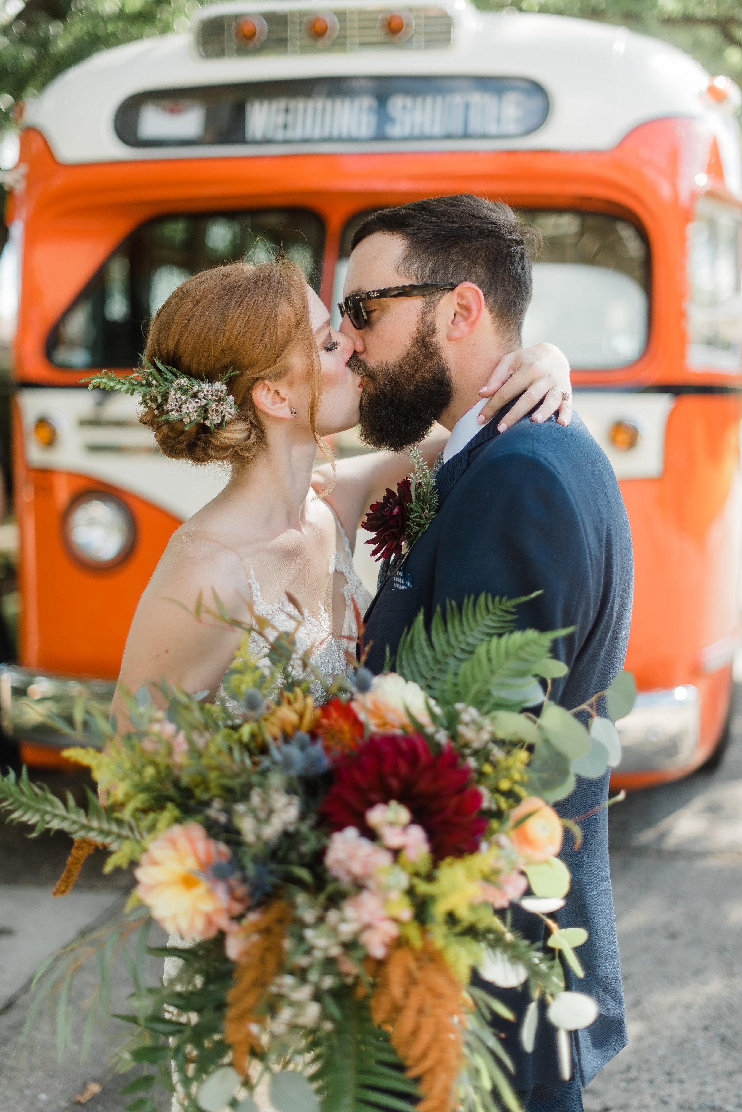 pittsburgh-wedding-photographer-modern-greenery-edgewoodclub-boho0128.jpg