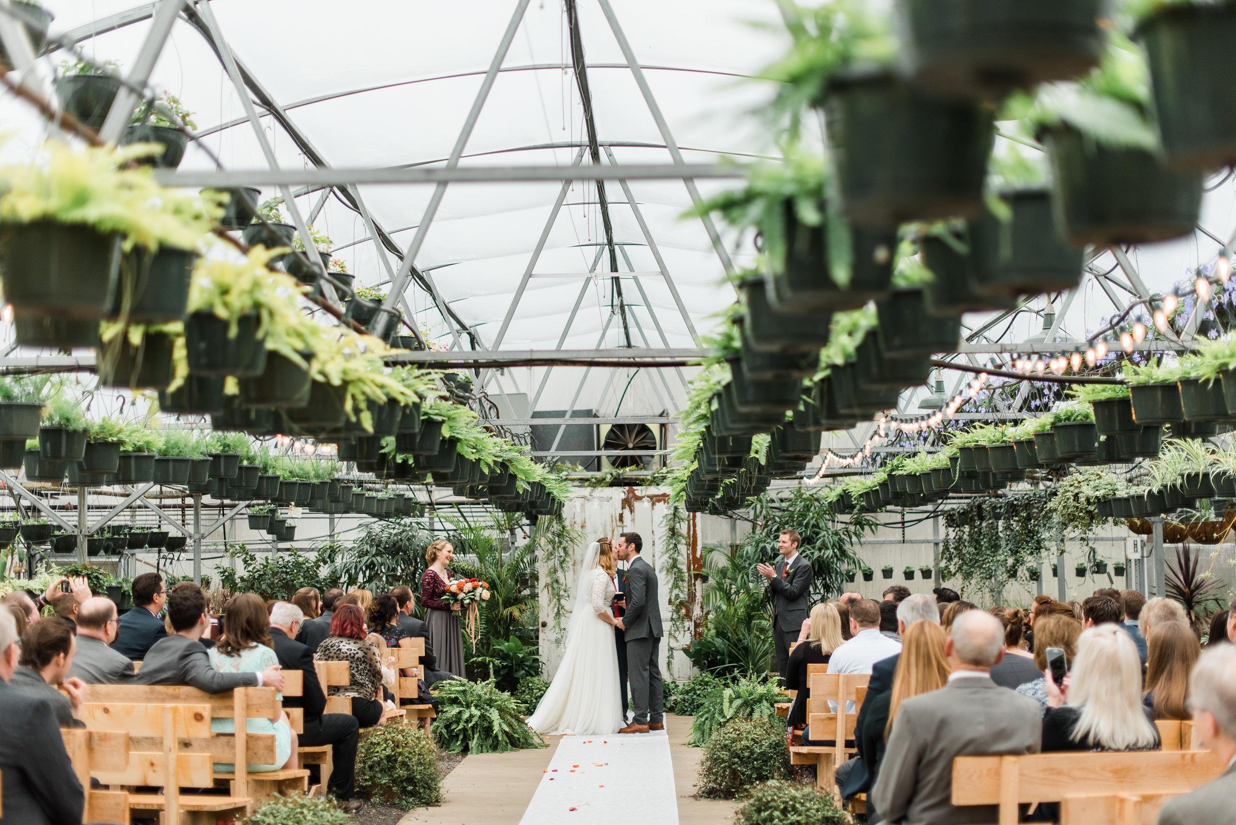quality-gardens-valencia-wedding-kiss.jpg
