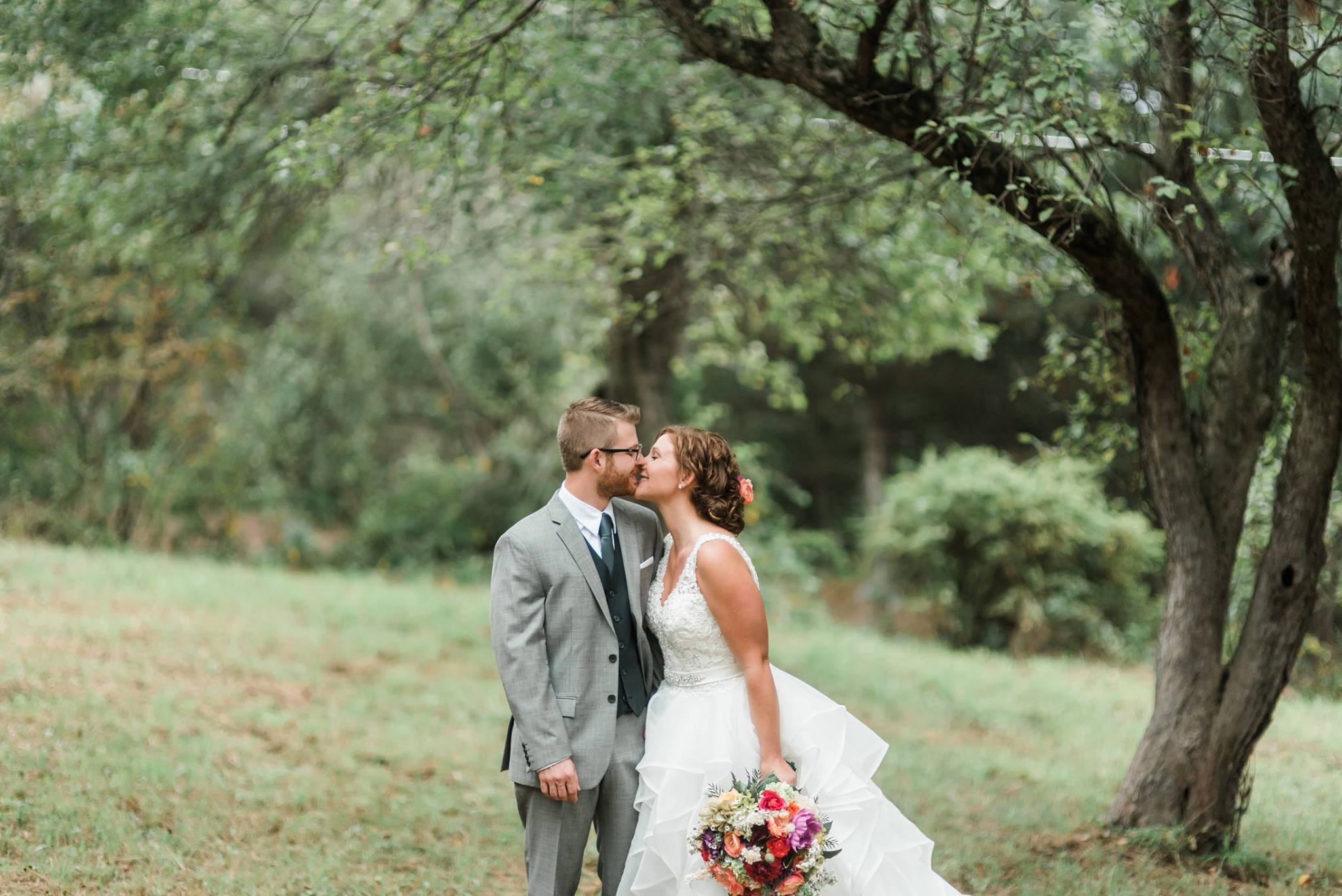 pennsylvania-backyard-wedding-love-diy-bohemian-romantic-colorful-0014.jpg