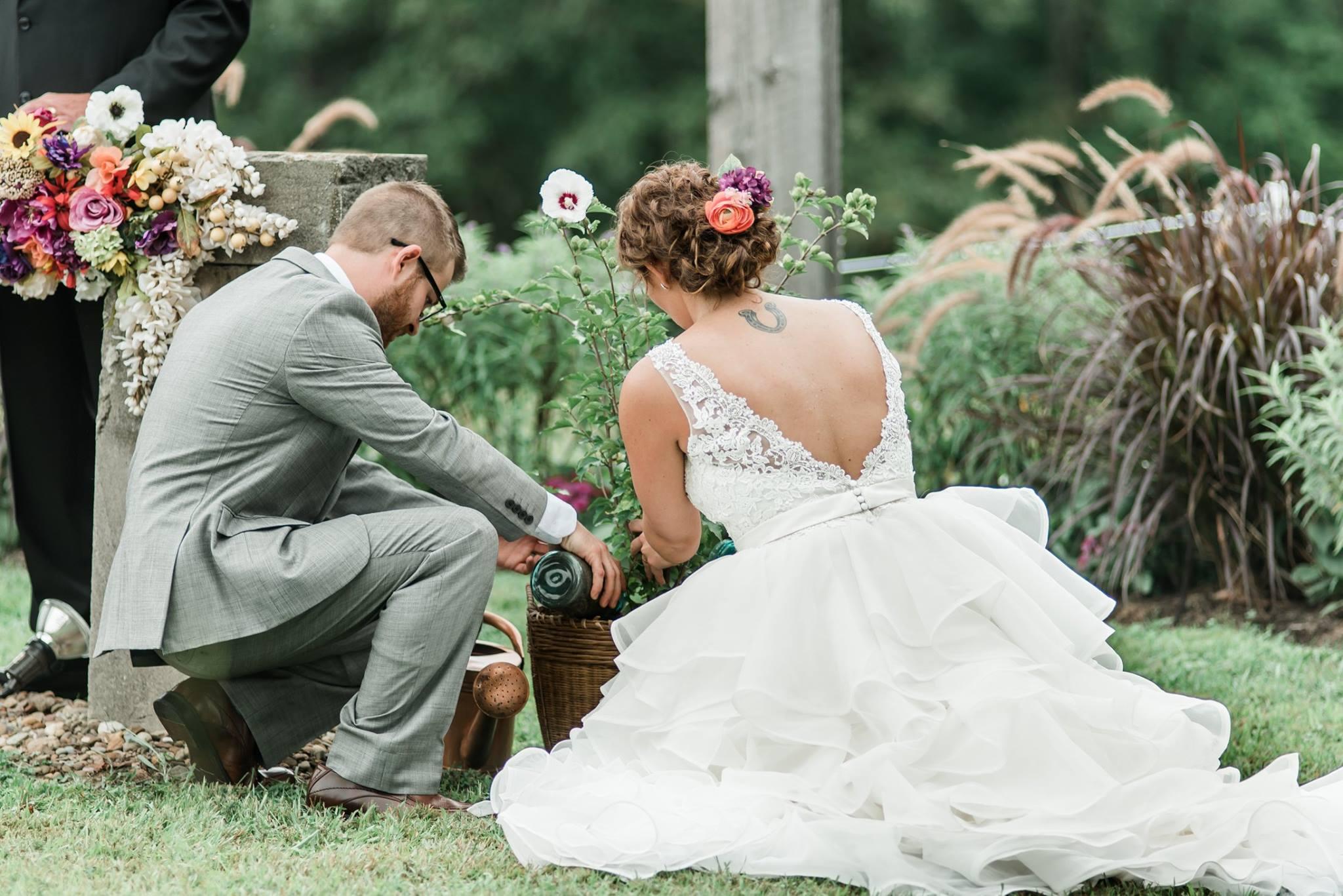 pennsylvania-backyard-wedding-love-diy-bohemian-romantic-colorful-0027.jpg