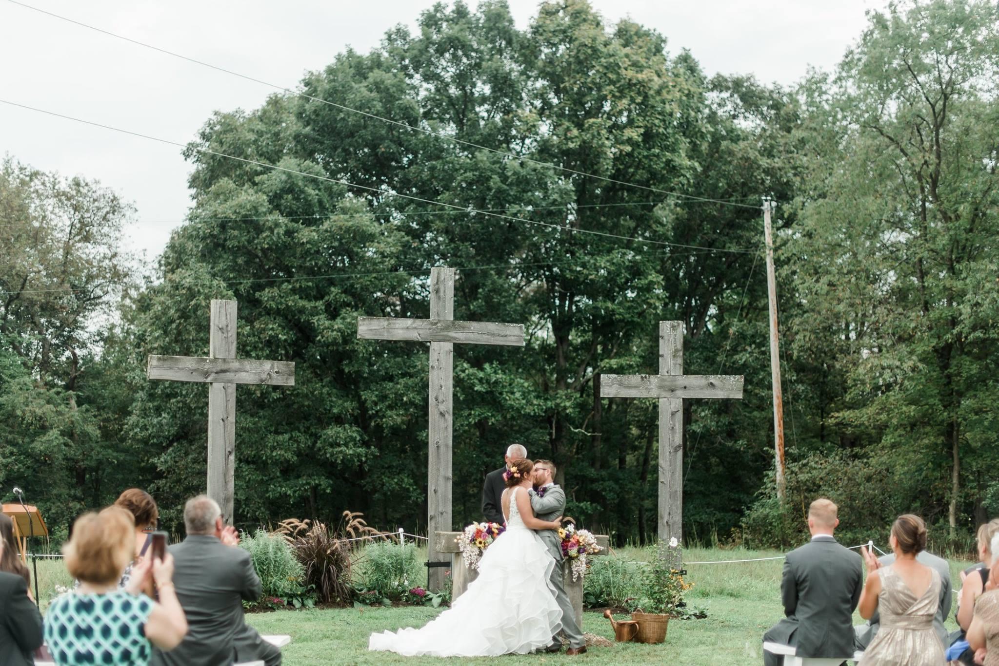 pennsylvania-backyard-wedding-love-diy-bohemian-romantic-colorful-0028.jpg