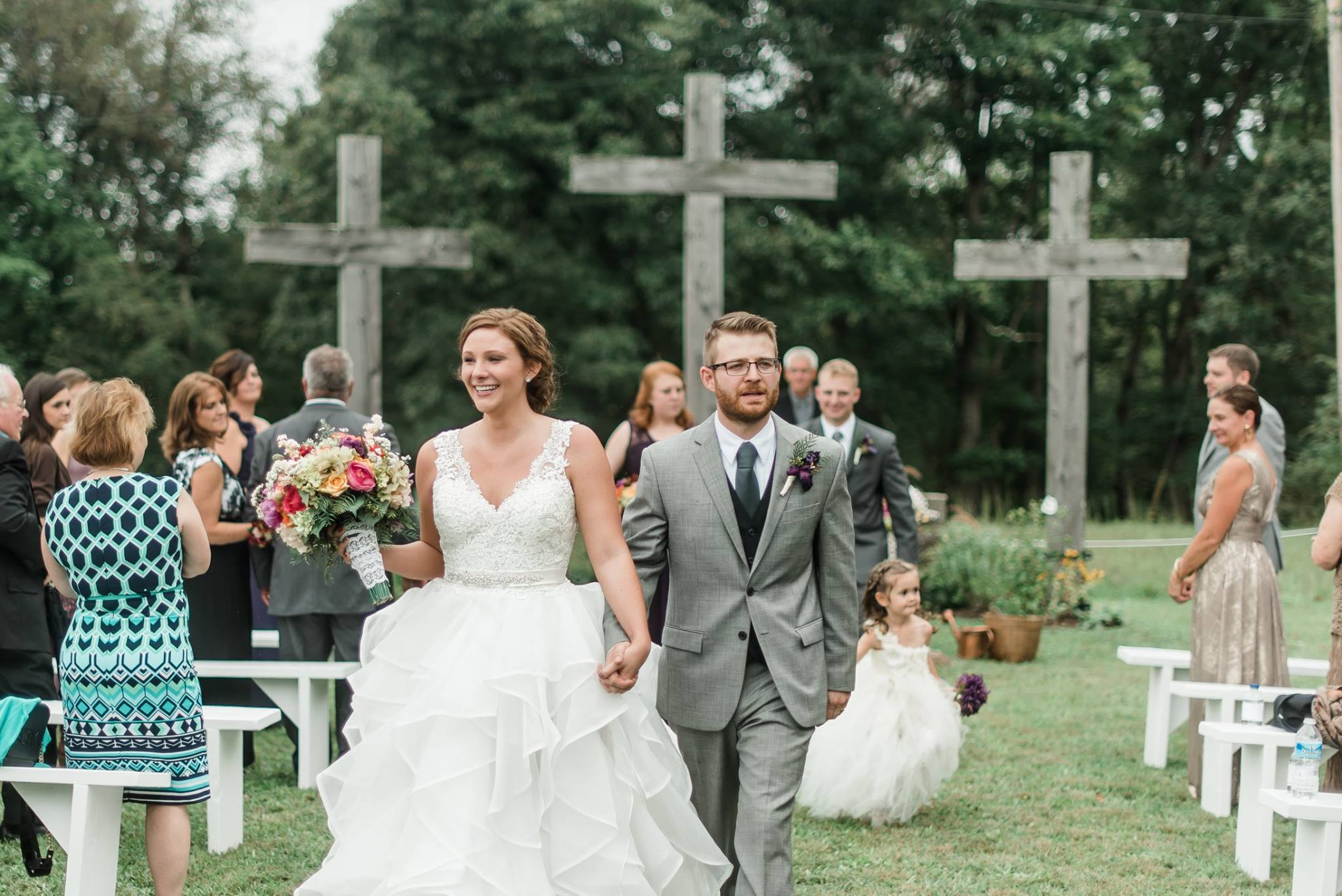 pennsylvania-backyard-wedding-love-diy-bohemian-romantic-colorful-0029.jpg