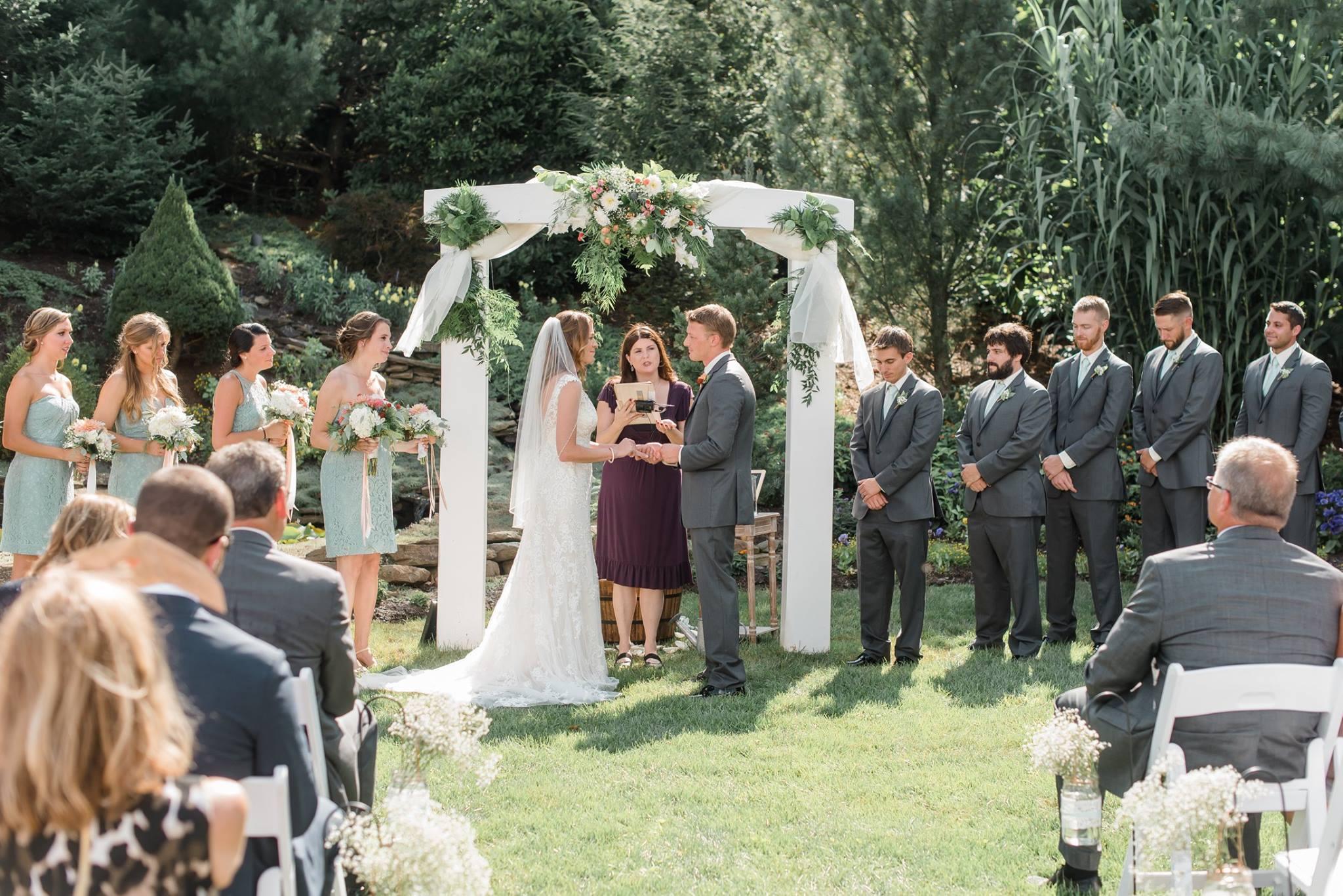 gardens-at-stonebridge-wedding-pittsburgh-classic-outdoor-pennsylvania-0017.jpg