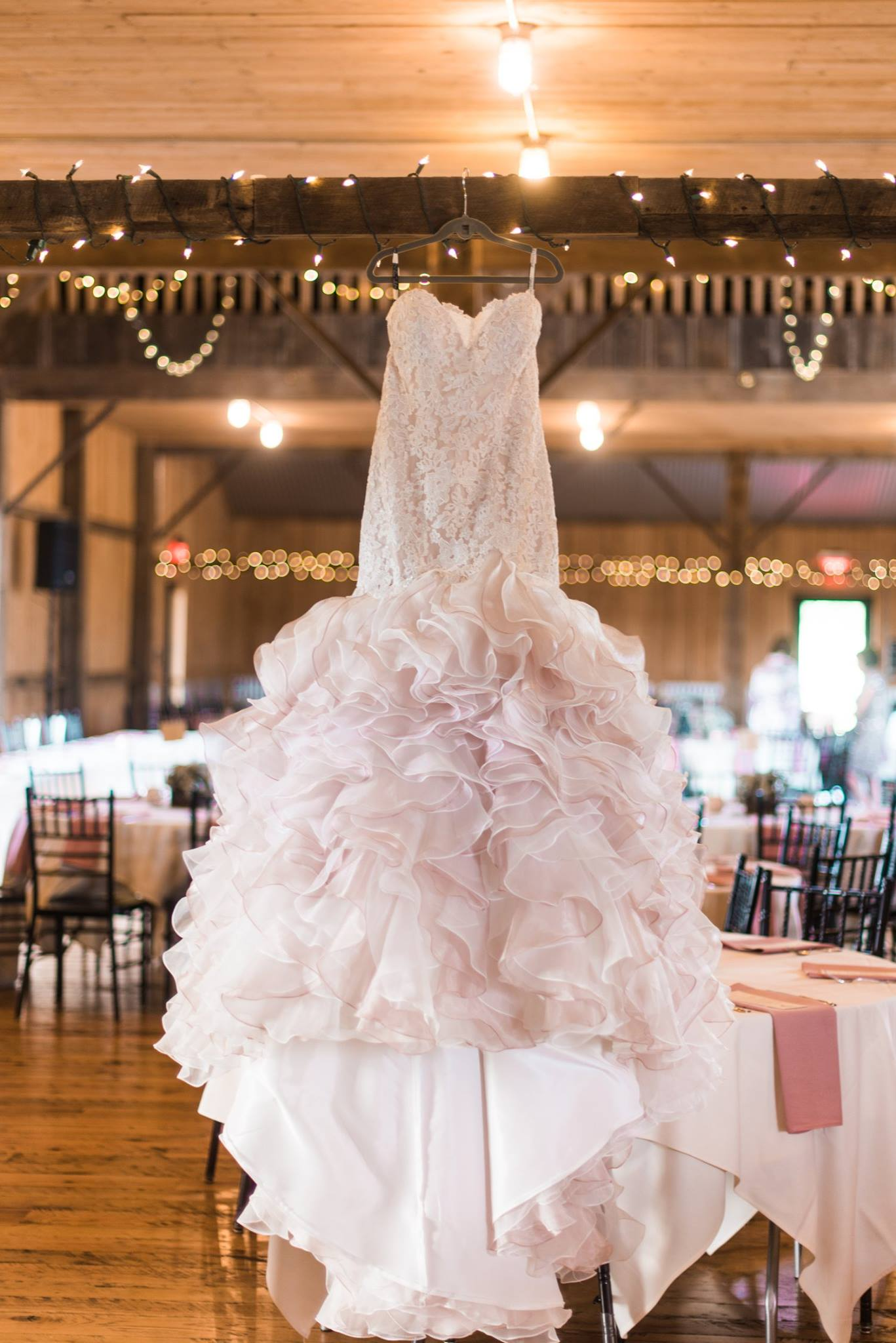 white-barn-pennsylvania-wedding-glam-rustic-farm-0004.jpg