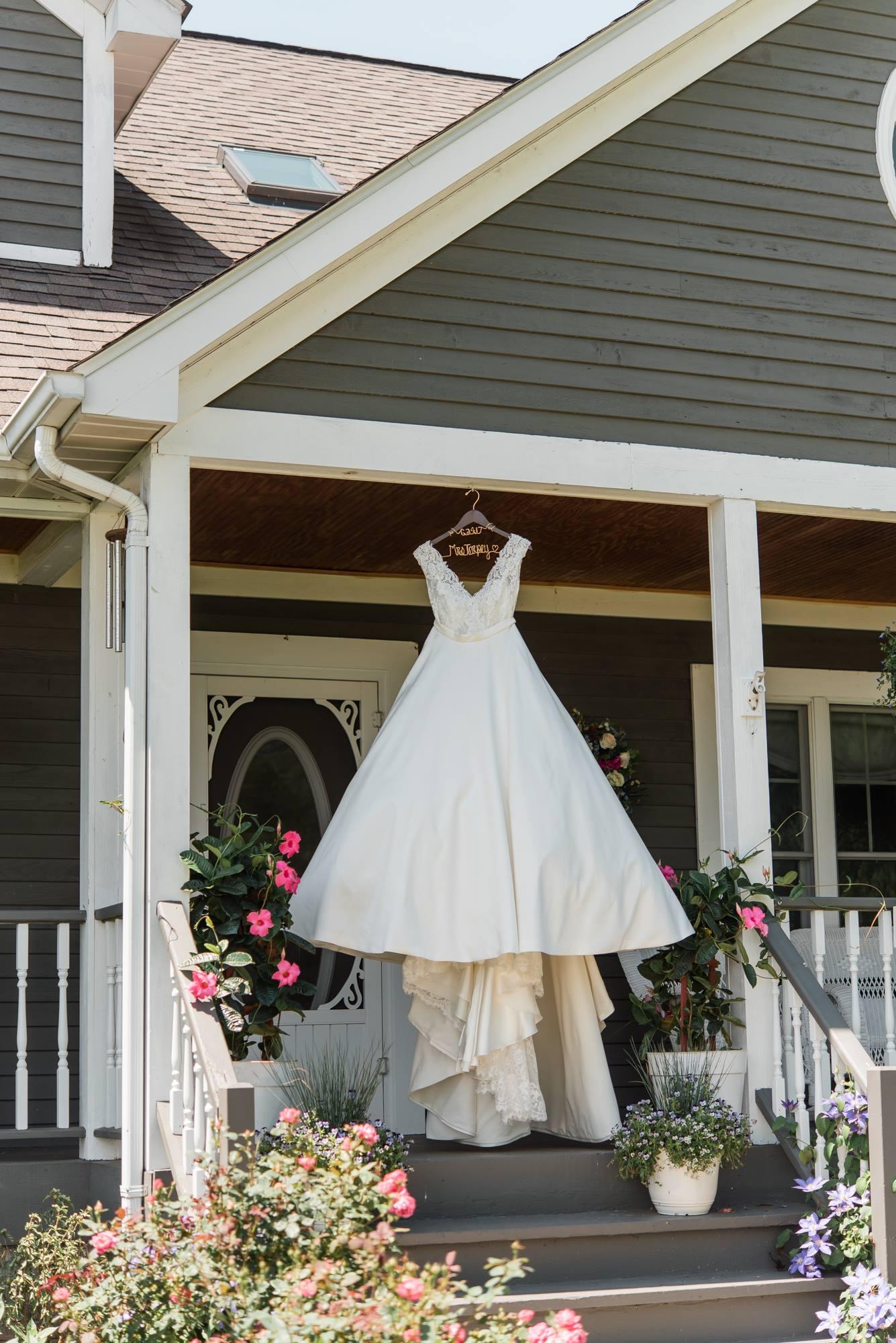pittsburgh-pennsylvania-backyard-glam-chic-modern-classic-wedding-0004.jpg