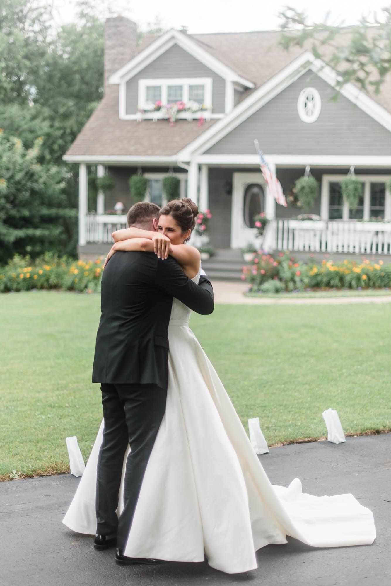 pittsburgh-pennsylvania-backyard-glam-chic-modern-classic-wedding-0011.jpg