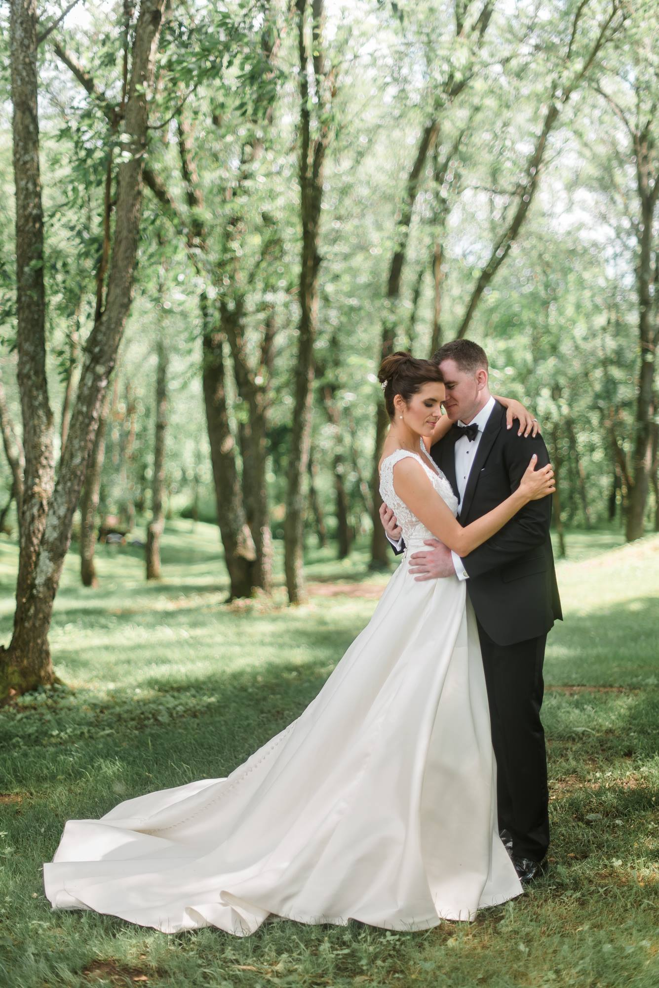 pittsburgh-pennsylvania-backyard-glam-chic-modern-classic-wedding-0017.jpg