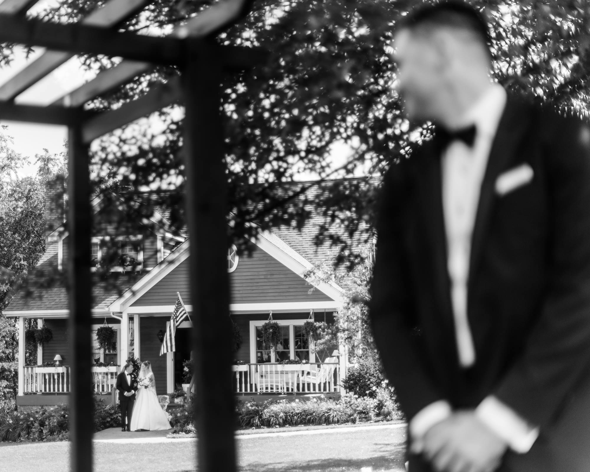 pittsburgh-pennsylvania-backyard-glam-chic-modern-classic-wedding-0020.jpg