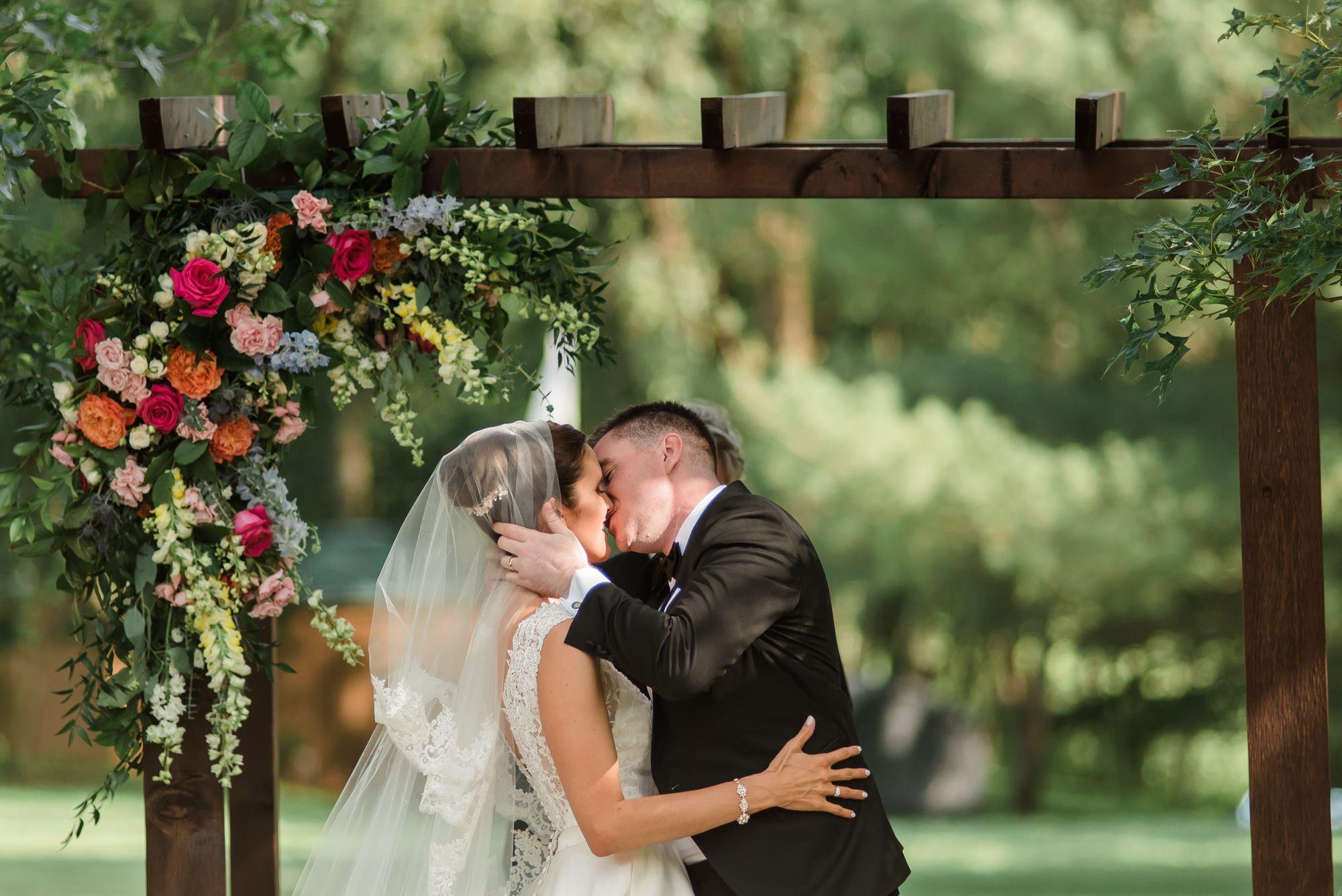 pittsburgh-pennsylvania-backyard-glam-chic-modern-classic-wedding-0025.jpg