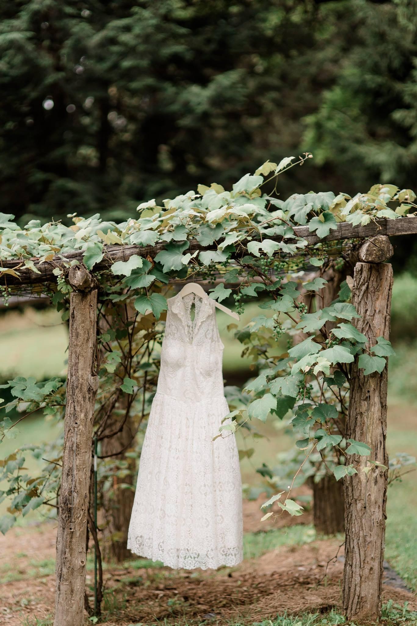 backyard-farm-barn-mountaintop-pennsylvania-wedding-0001.jpg