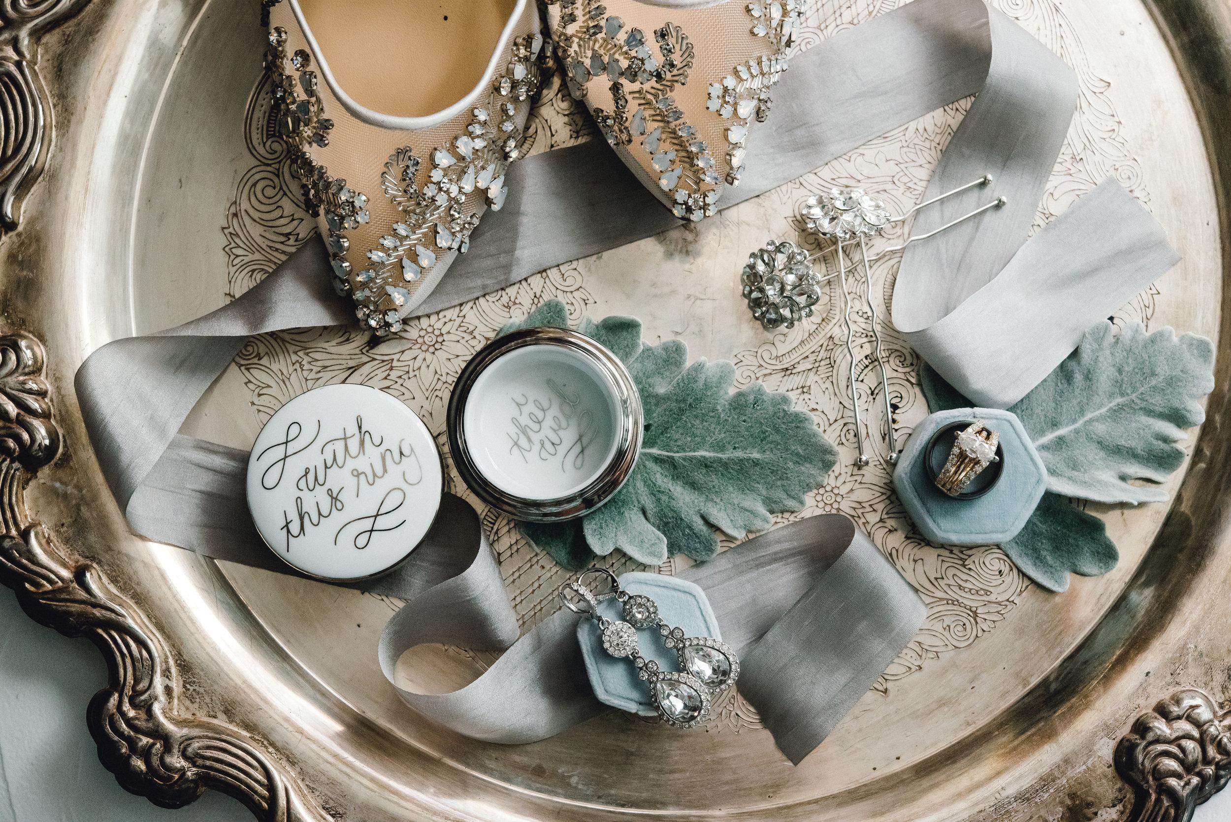 omni-william-penn-wedding-classic-chic-modern-photography-0002.jpg