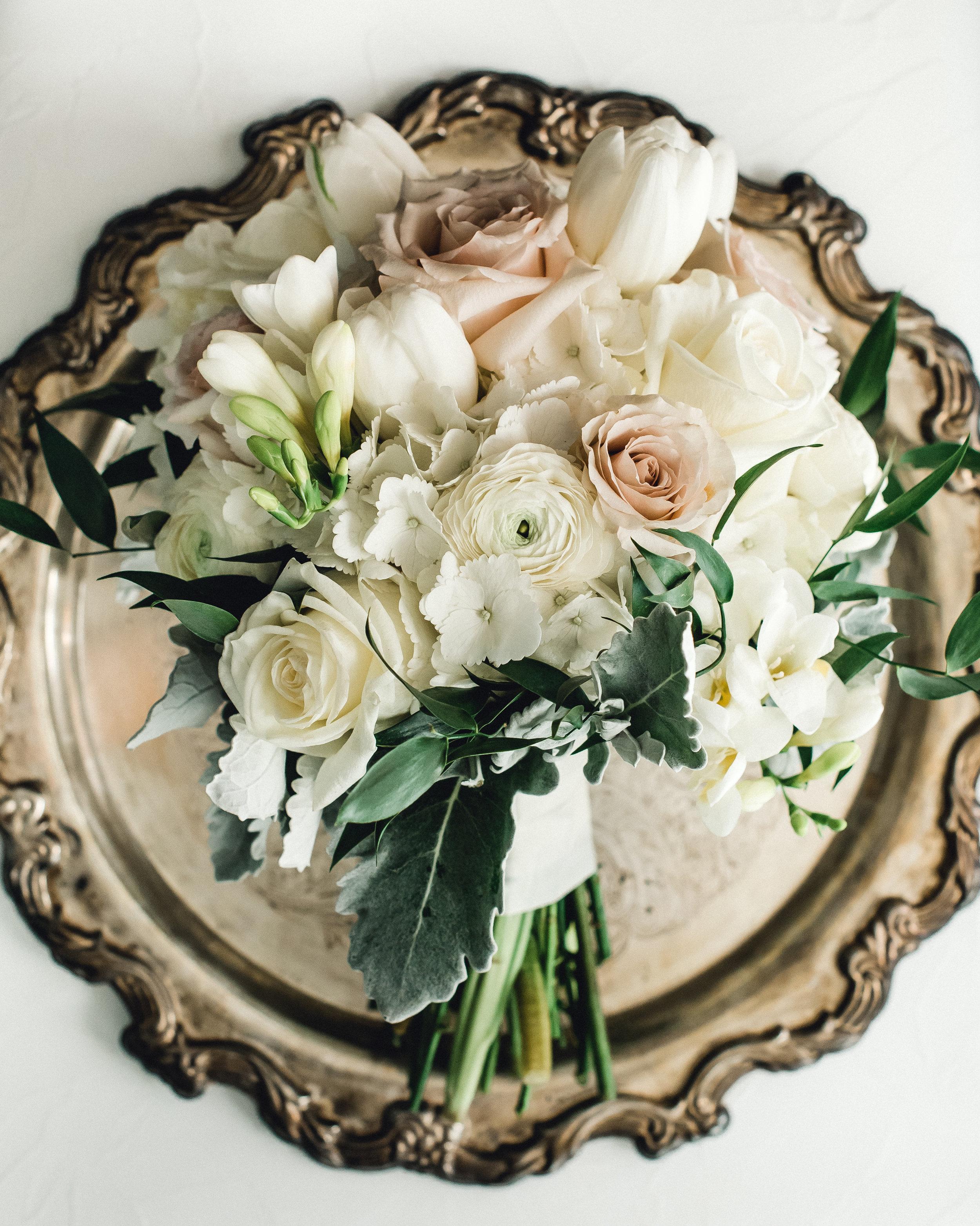 omni-william-penn-wedding-classic-chic-modern-photography-0006.jpg