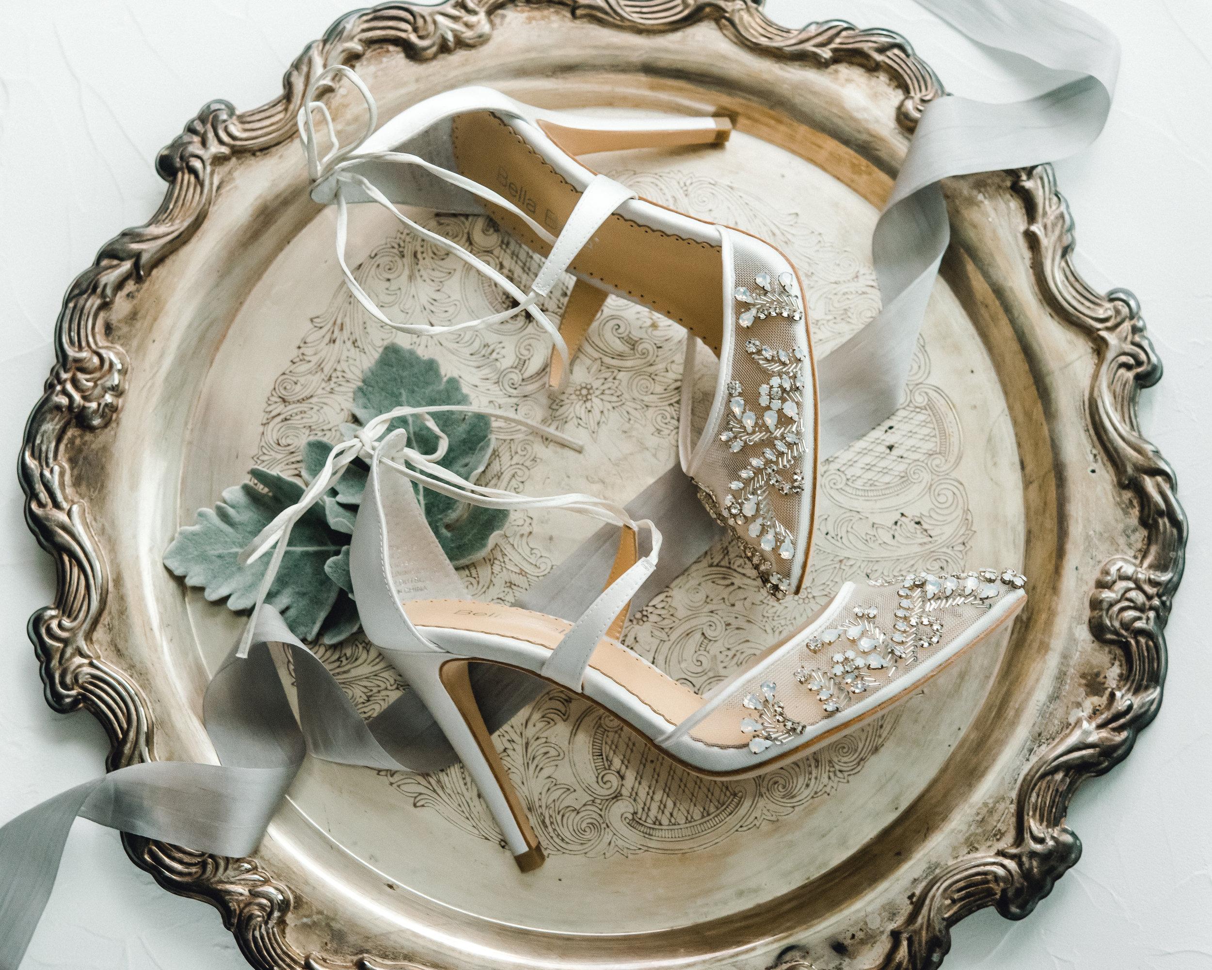 omni-william-penn-wedding-classic-chic-modern-photography-0005.jpg