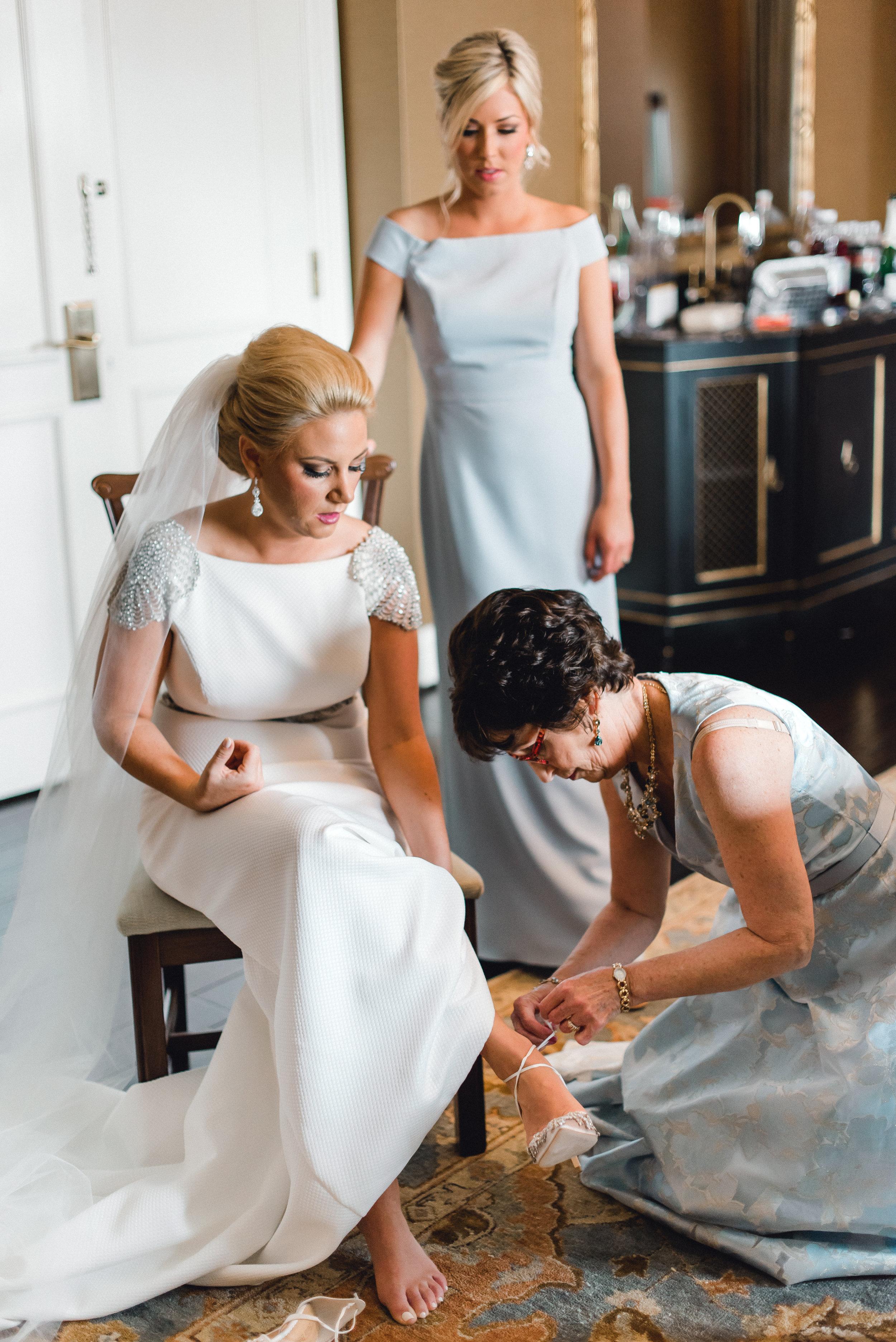 omni-william-penn-wedding-classic-chic-modern-photography-0014.jpg