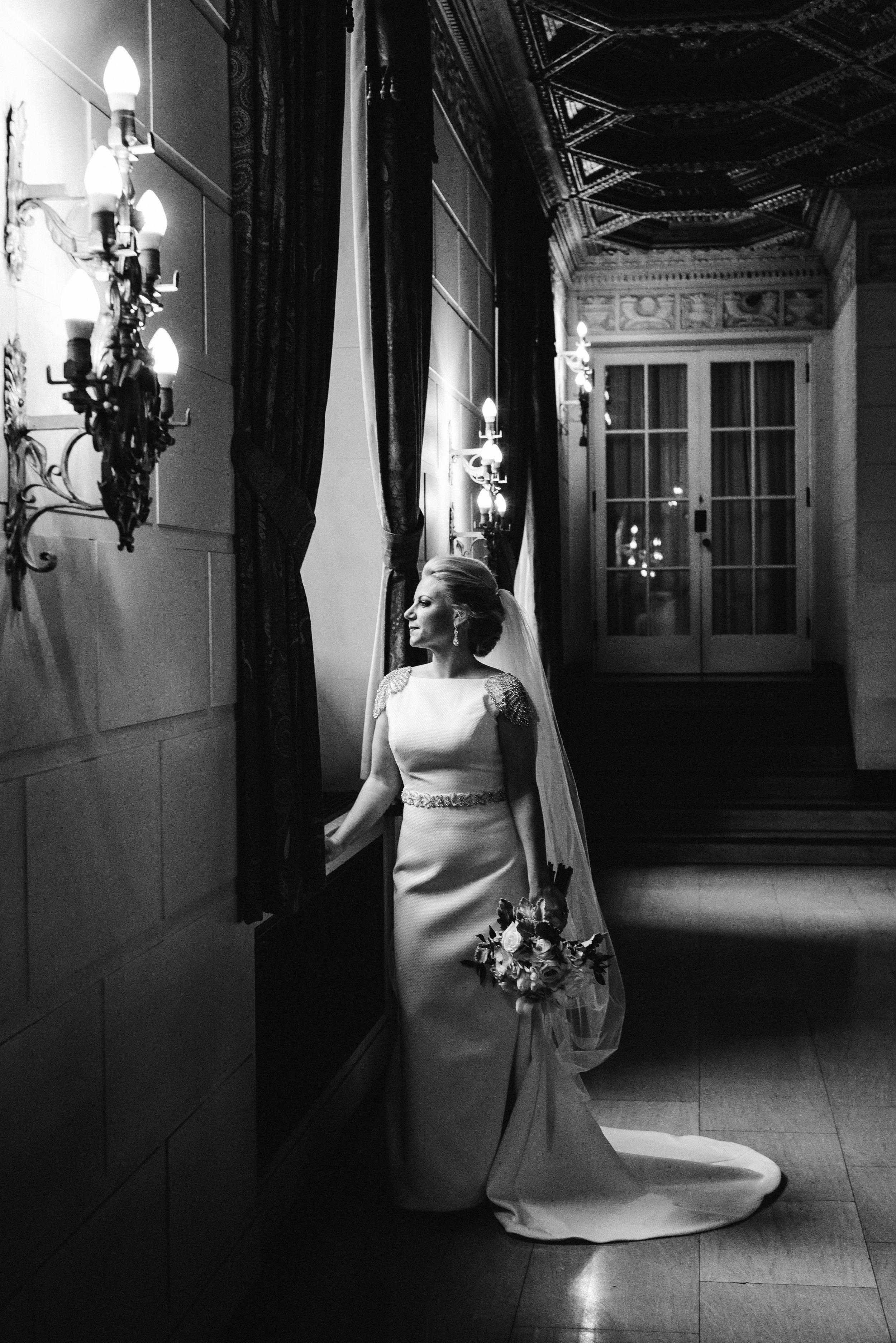 omni-william-penn-wedding-classic-chic-modern-photography-0015.jpg