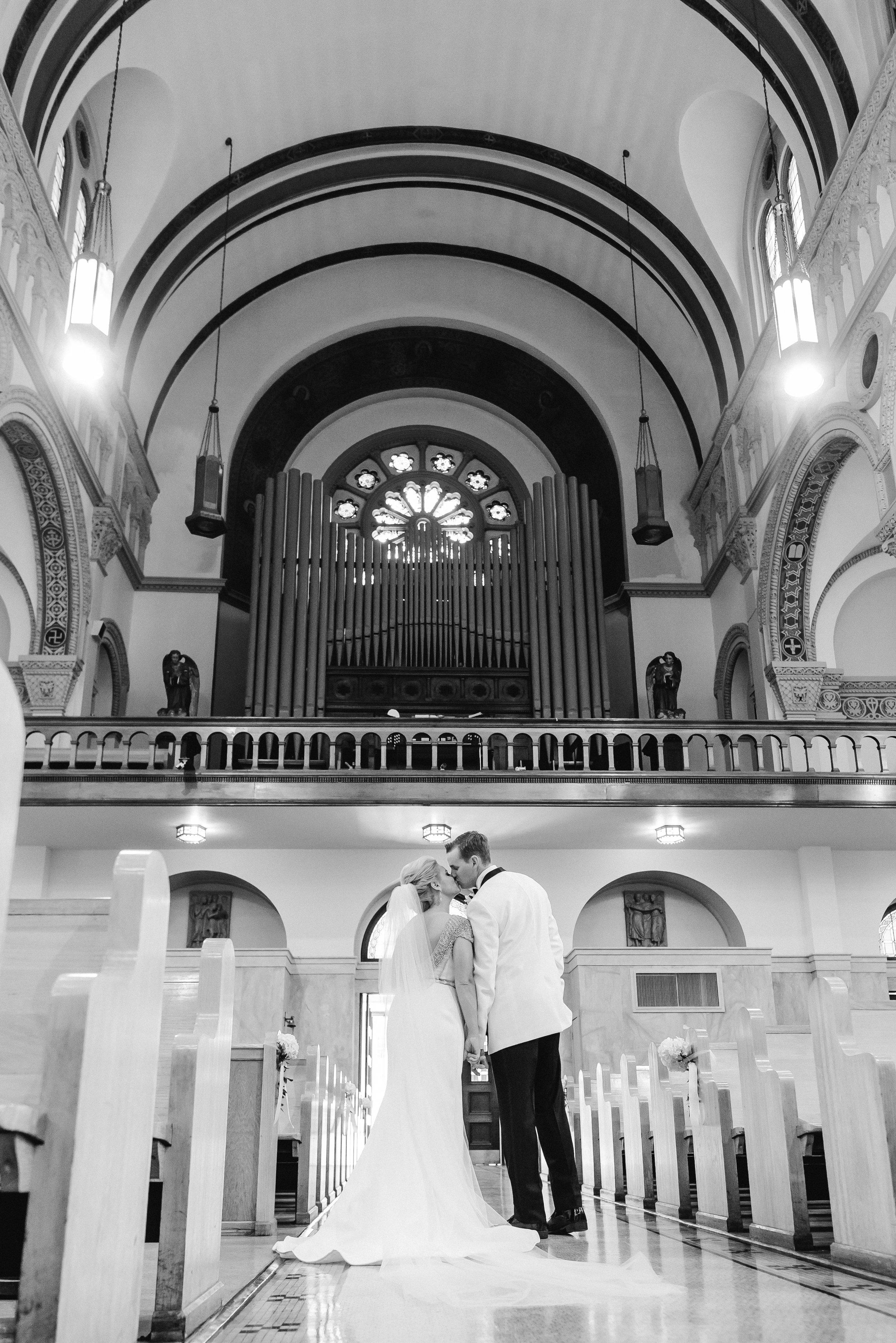 omni-william-penn-wedding-classic-chic-modern-photography-0023.jpg
