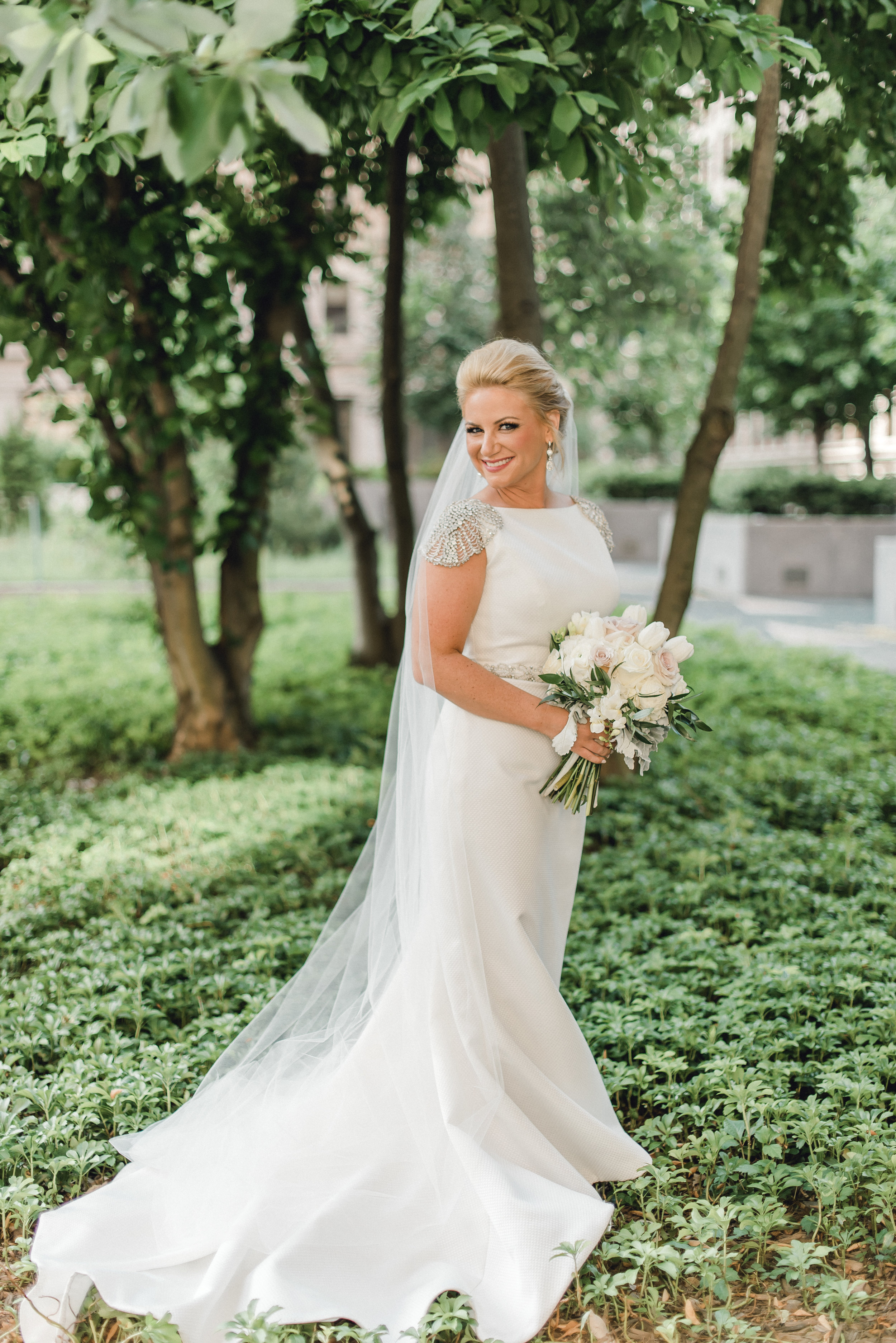 omni-william-penn-wedding-classic-chic-modern-photography-0025.jpg
