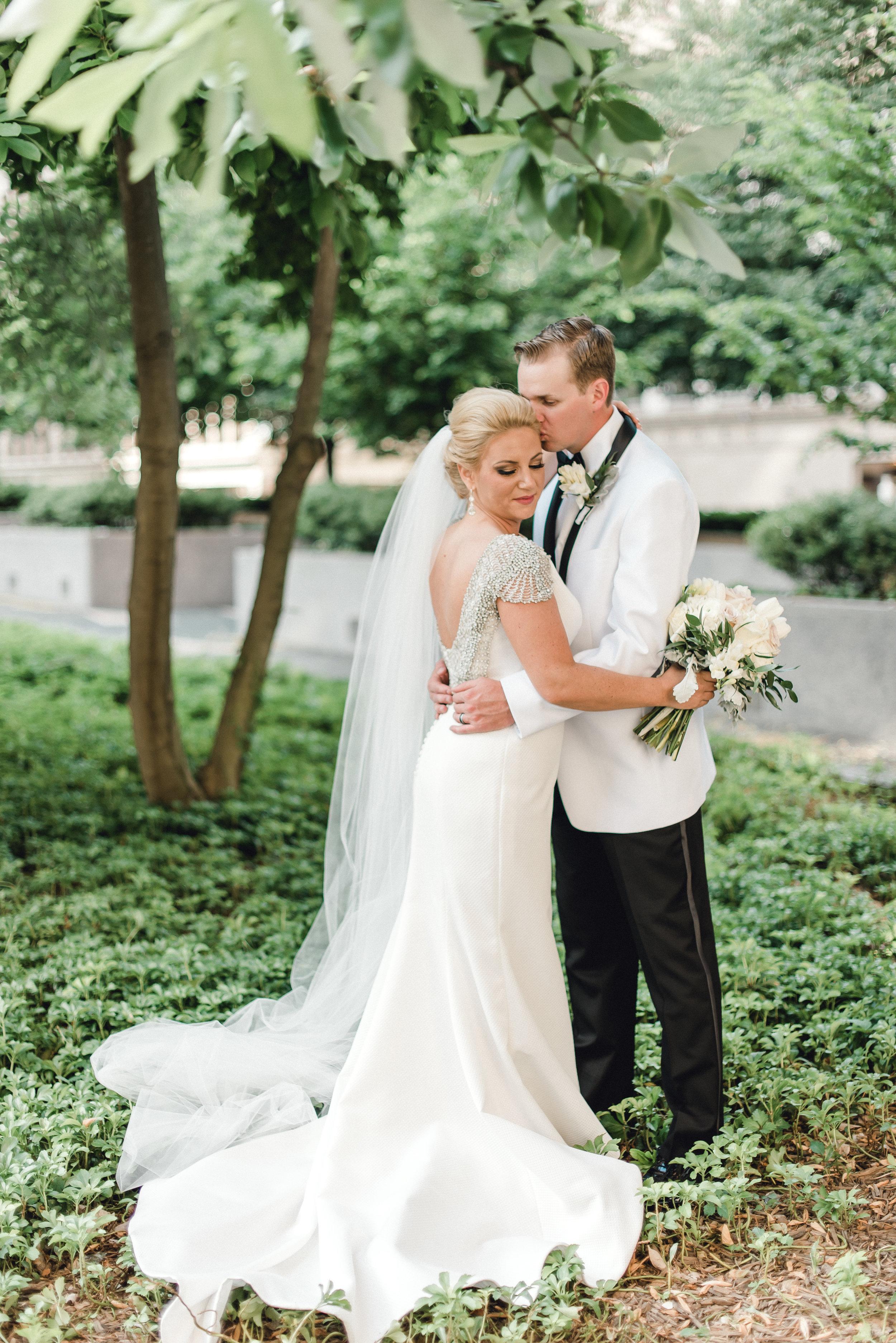 omni-william-penn-wedding-classic-chic-modern-photography-0026.jpg