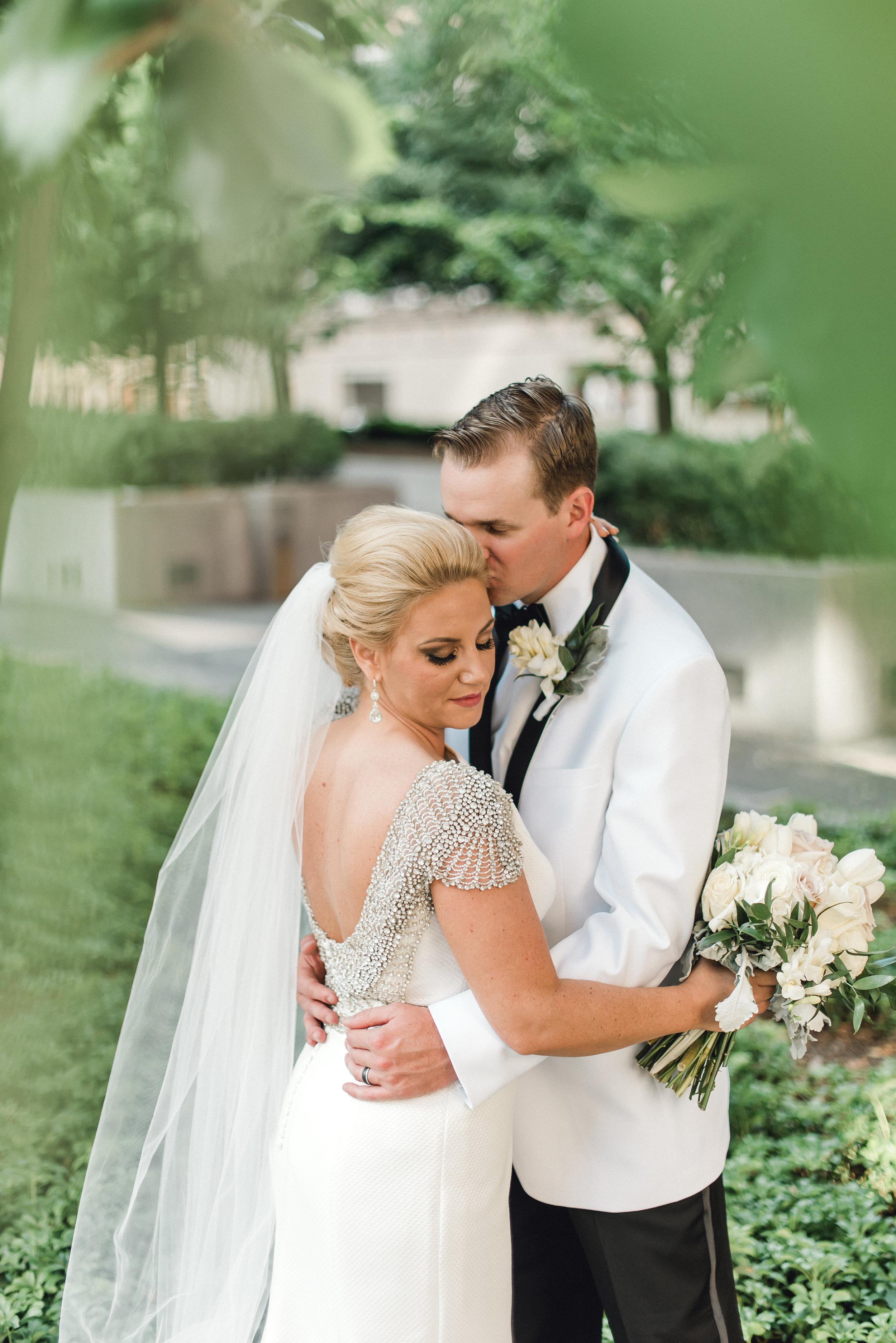 omni-william-penn-wedding-classic-chic-modern-photography-0027.jpg