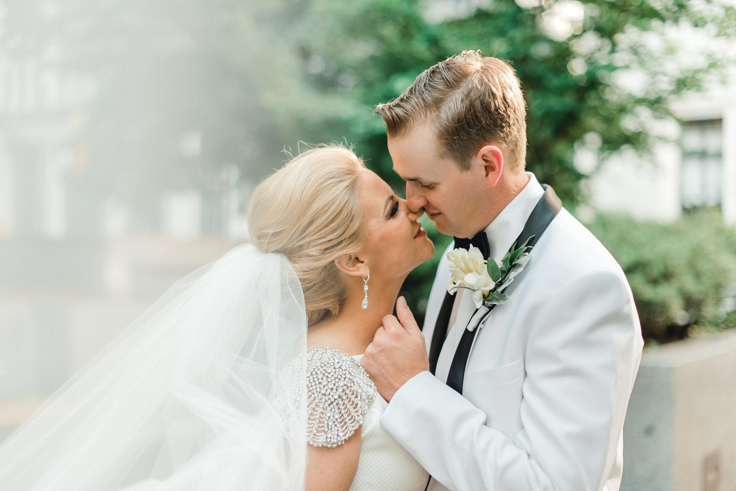 omni-william-penn-wedding-classic-chic-modern-photography-0028.jpg