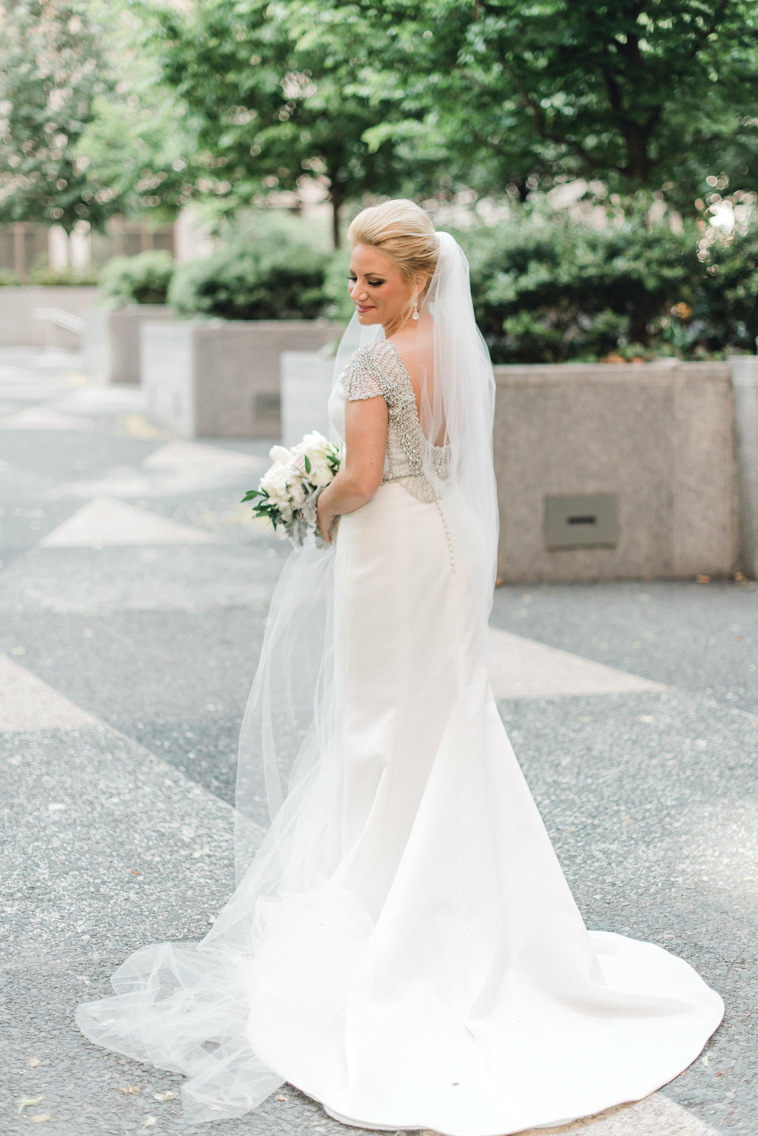 omni-william-penn-wedding-classic-chic-modern-photography-0029.jpg