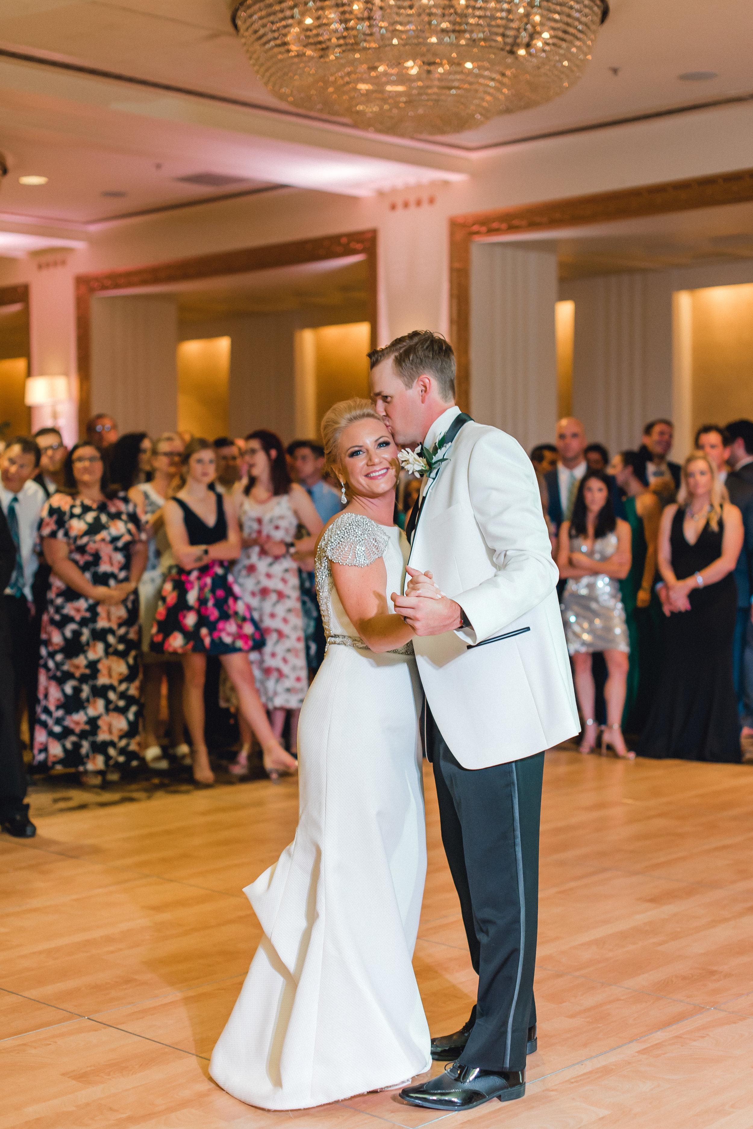 omni-william-penn-wedding-classic-chic-modern-photography-0034.jpg
