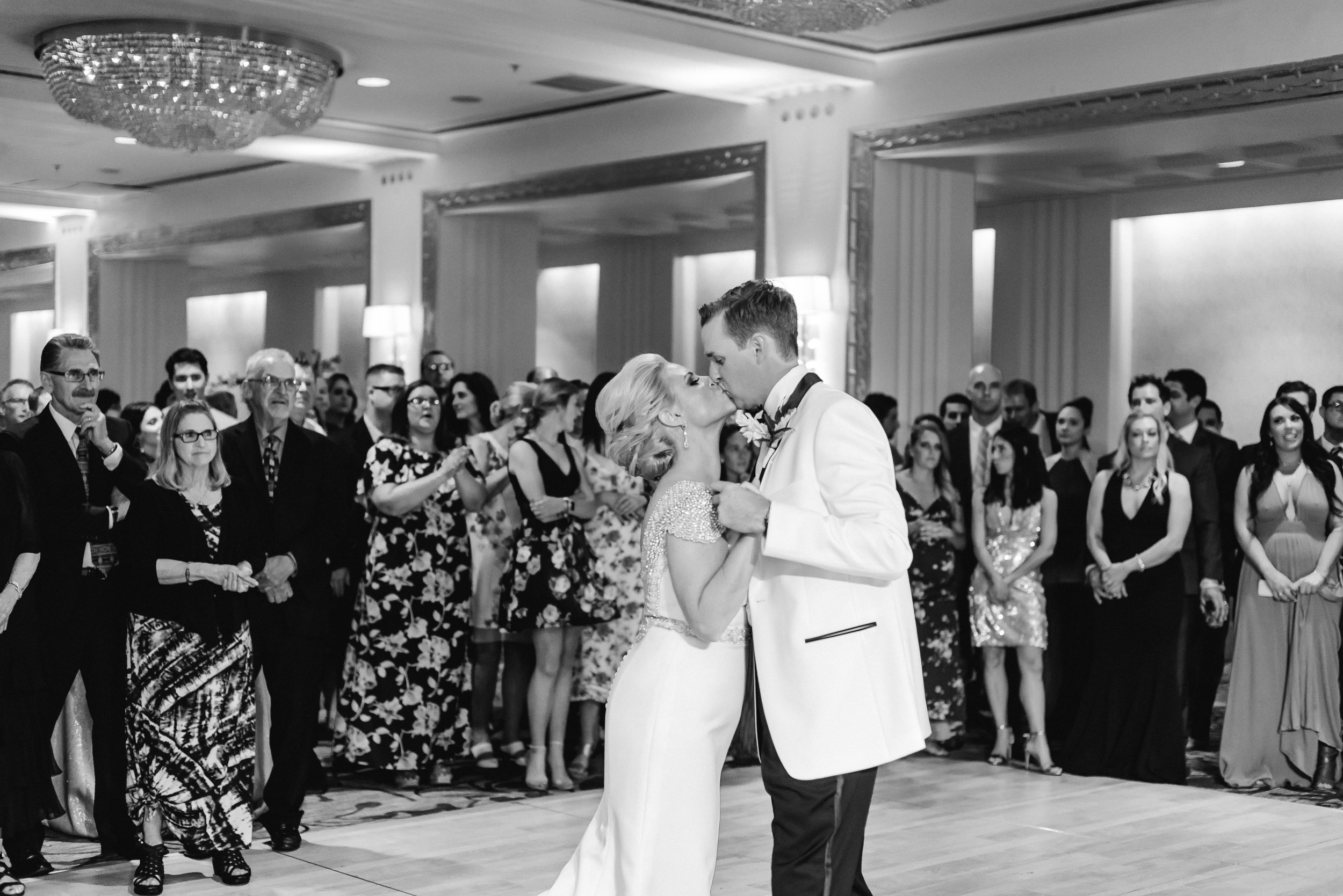 omni-william-penn-wedding-classic-chic-modern-photography-0035.jpg