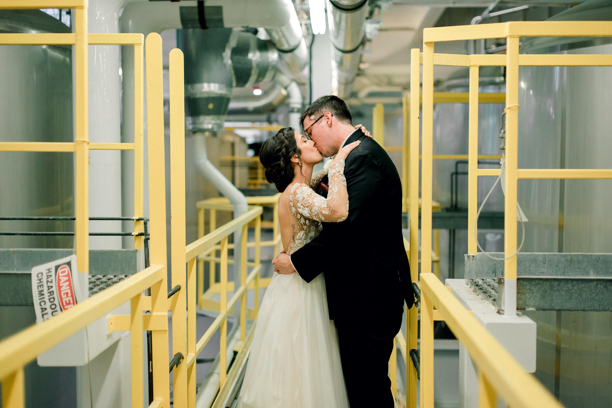 cleveland-wedding-photographer-great-lakes-brewing-arcade-0061.jpg
