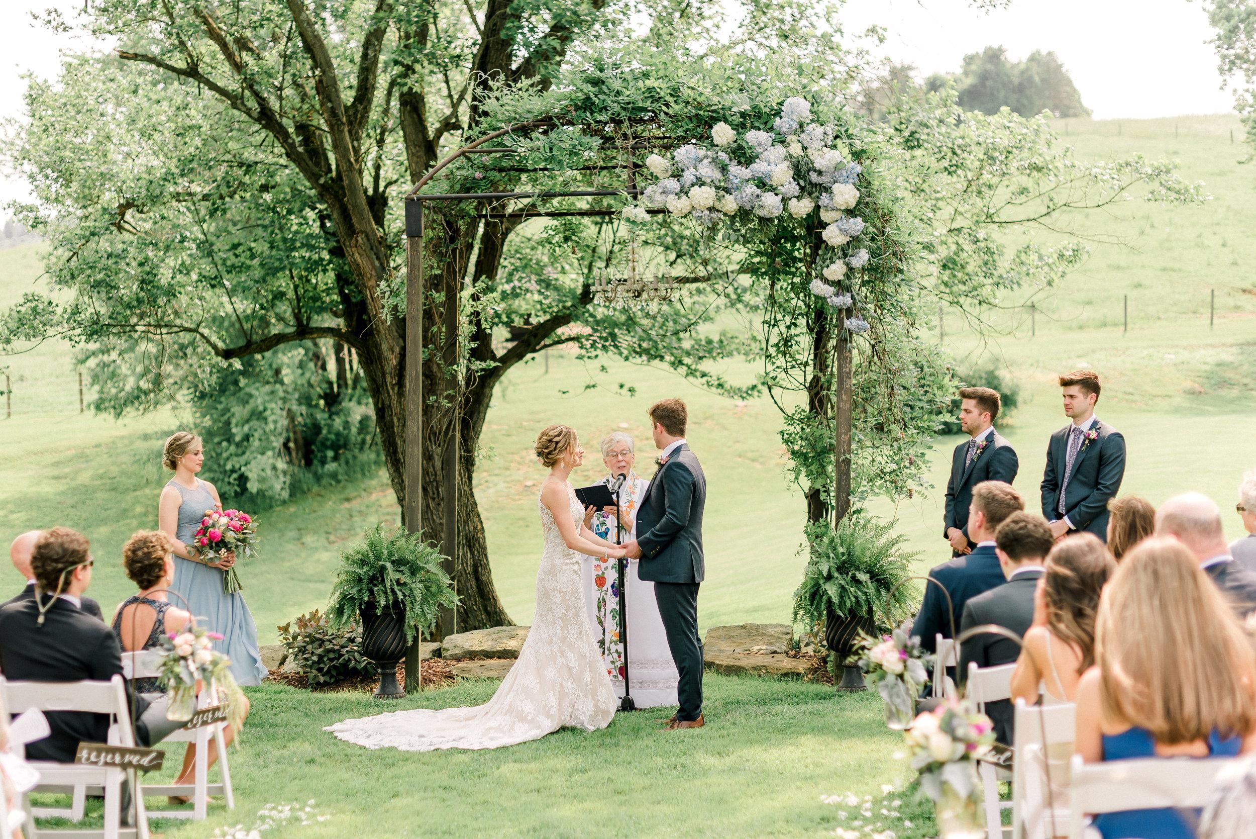 pittsburgh-wedding-photographer-shady-elms-farm-0040.jpg