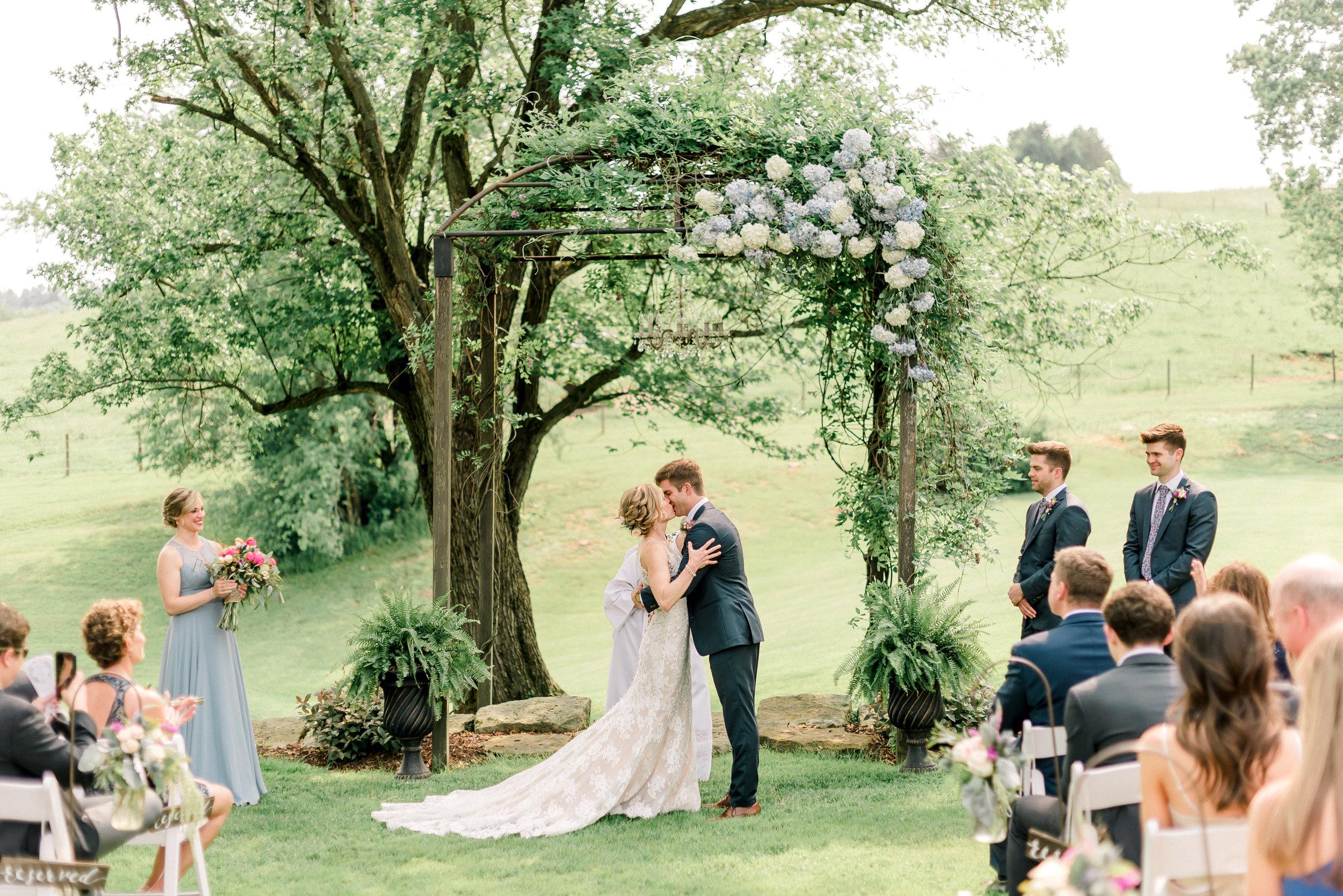 pittsburgh-wedding-photographer-shady-elms-farm-0043.jpg