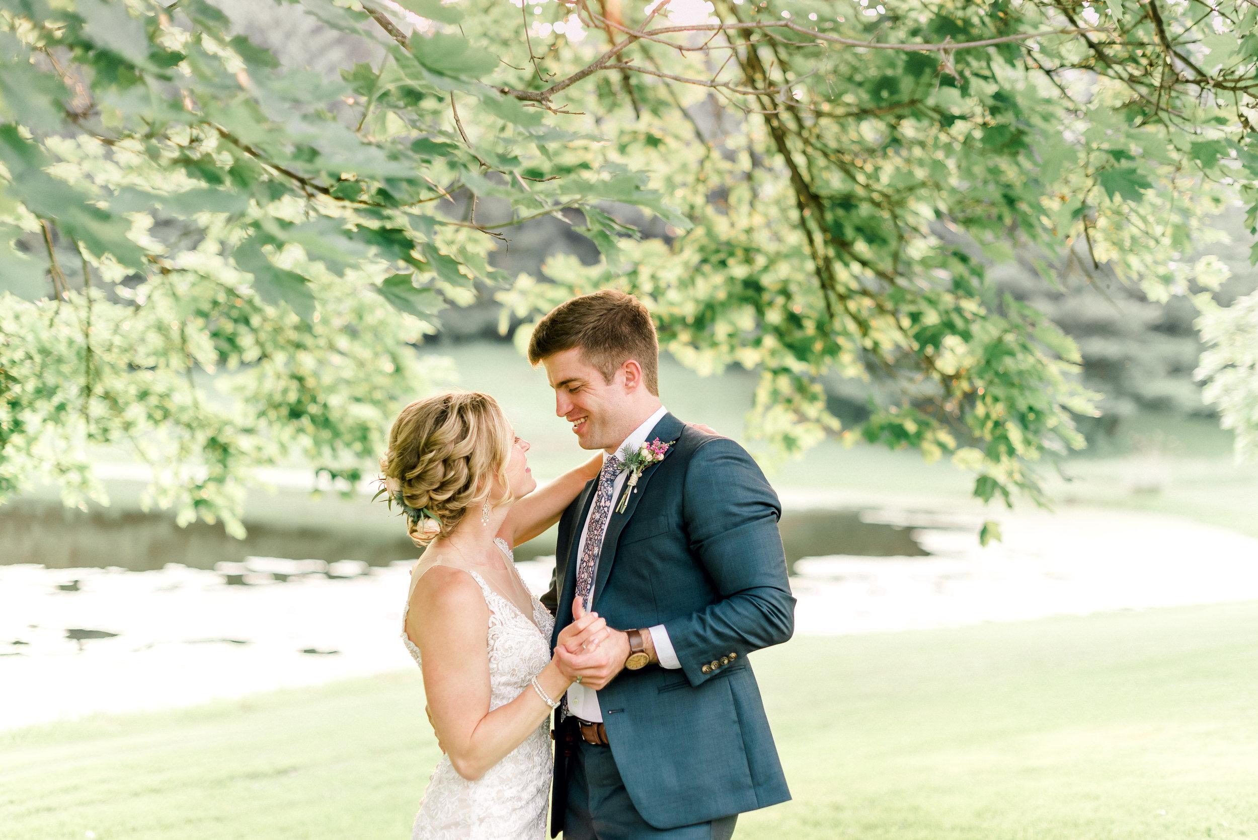 pittsburgh-wedding-photographer-shady-elms-farm-0053.jpg