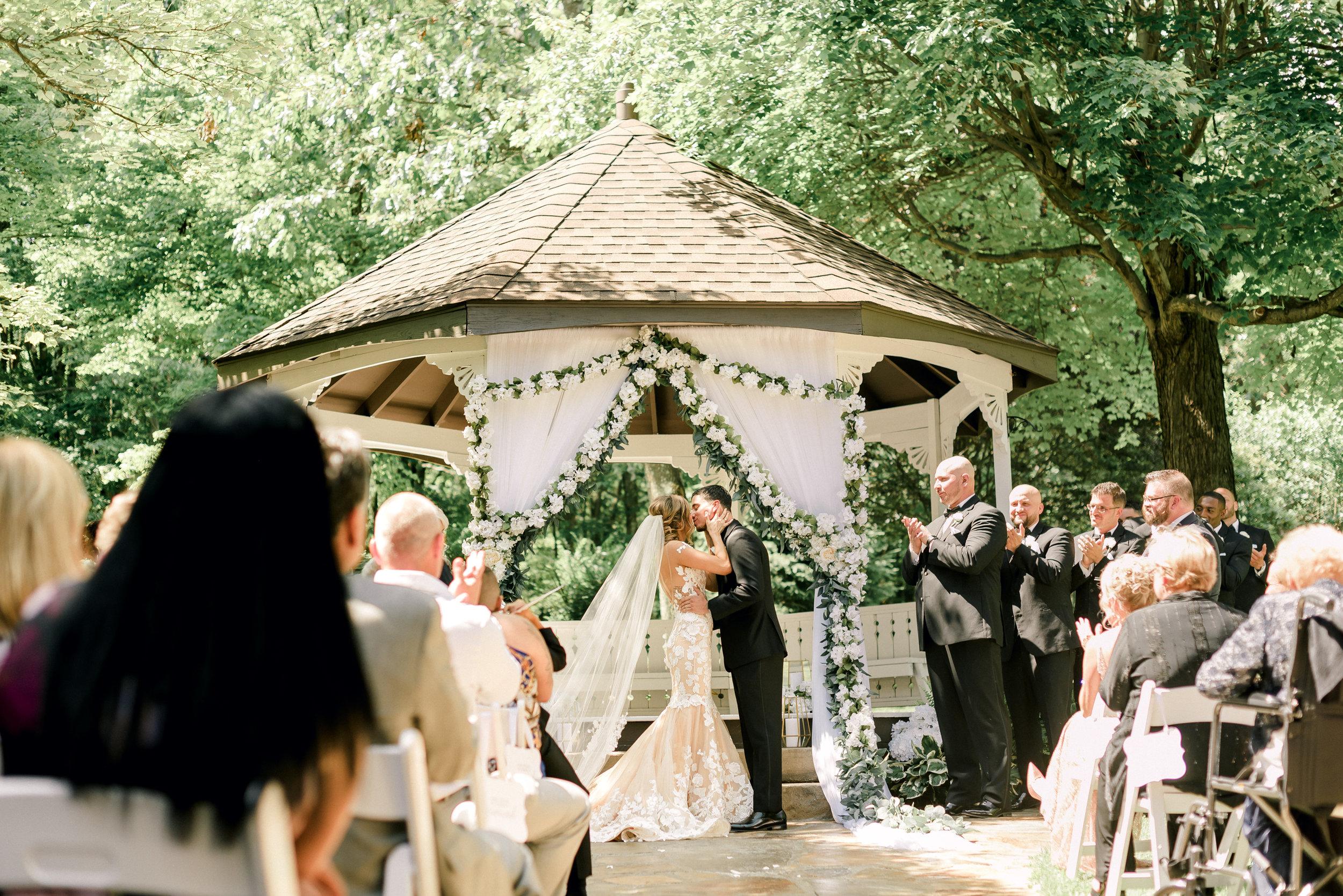 pittsburgh-wedding-photographer-grand-estate-hidden-acres-0022.jpg