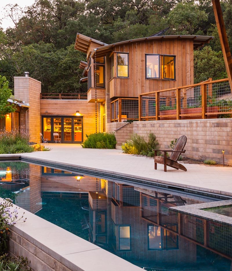 Arkin Tilt Architects'design for this sustainable private residence incorporates locally produced, low cementWatershed Block. The weight of the Watershed Block base, in some locations serving as retaining walls, creates both a structural and visual anchor to the lighterwood components.