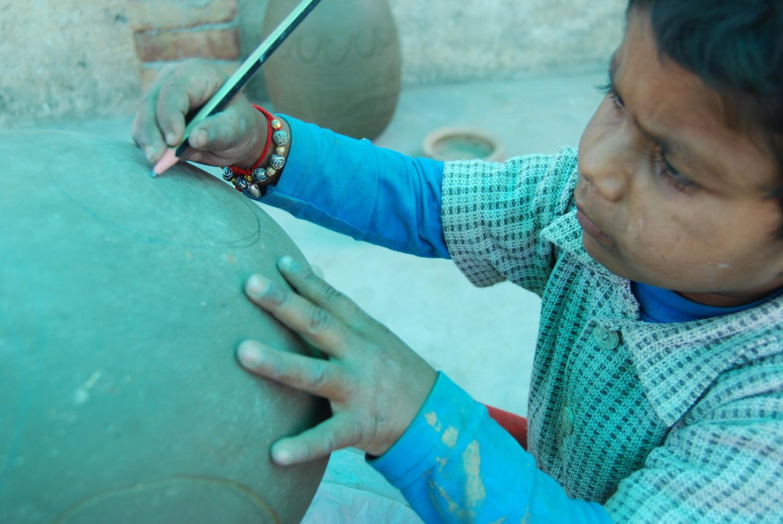 Nisha Kumari decorating a stack element