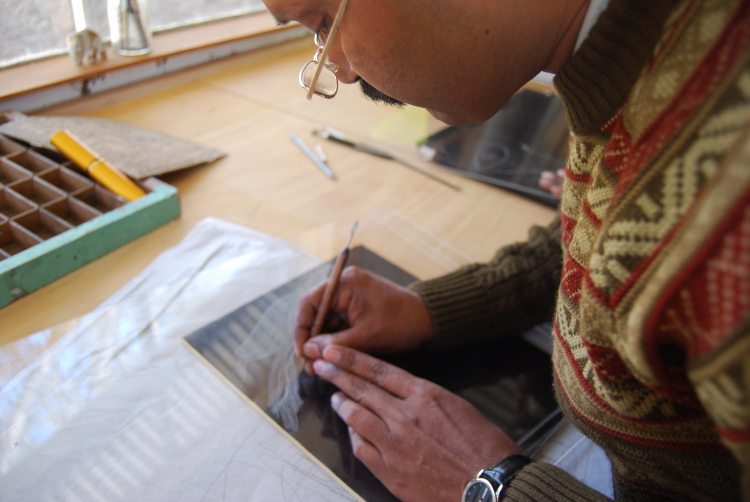 Pradyumna Kumar working on an etching plate.