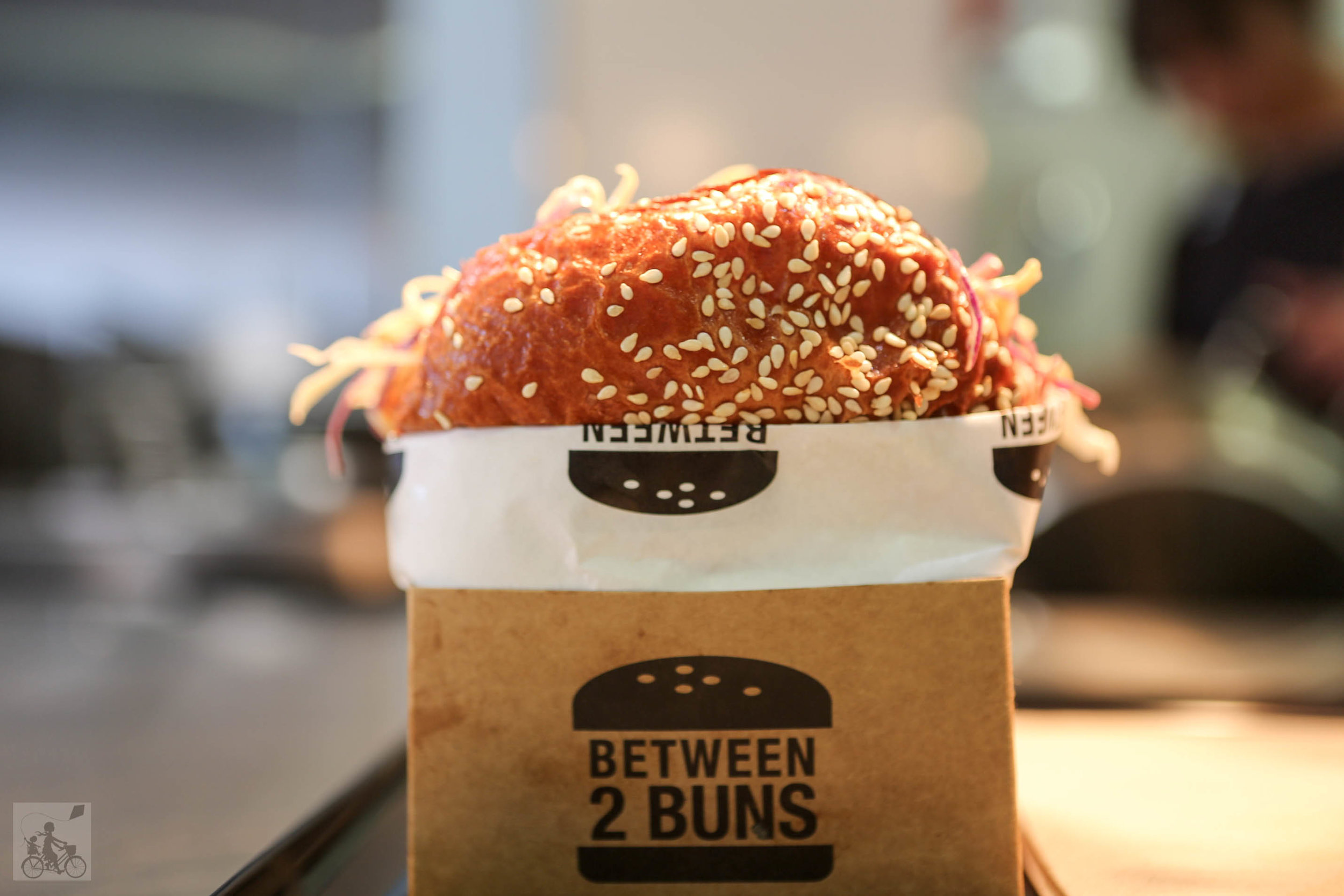 between 2 buns - mamma knows west