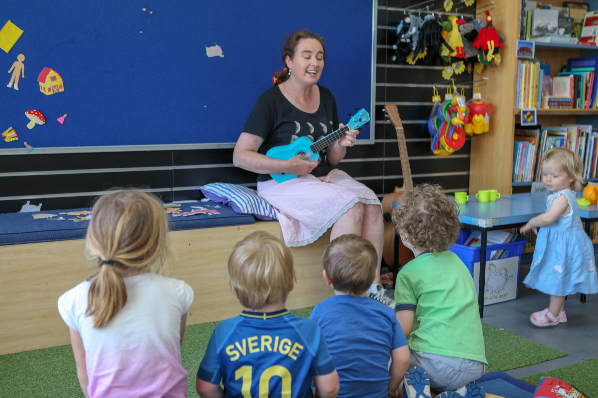 Everlasting Bookshop Storytime - Mamma Knows West (4 of 12).jpg