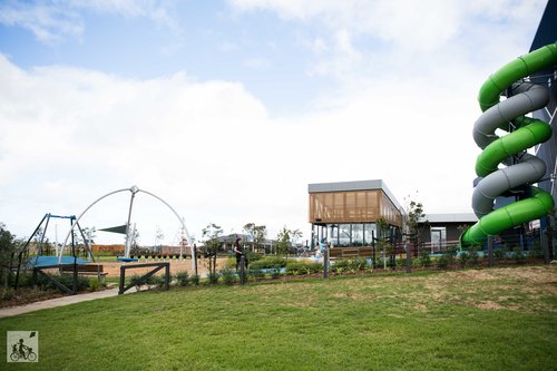 6. Little Growling Cafe and Park