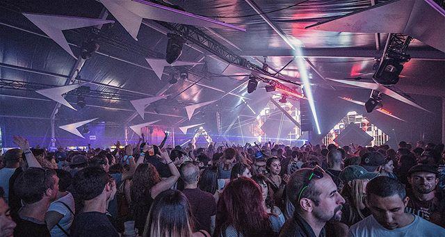 🚀 Mais quelle magie ! Ce samedi ensoleillé, on s'en souviendra longtemps. MERCI ☀️ On se retrouve dès 20h00 au D! Club - Lausanne pour la closing du #Chocolate2019. Pour tous les détenteurs de bracelets (vendredi ou samedi) l'entrée est GRATUITE jusqu'à 23h00 📷 @veni_vidi_adee . . #lausanne #leman #switzerland #electronicmusicfestival  #rave #technomusiclove