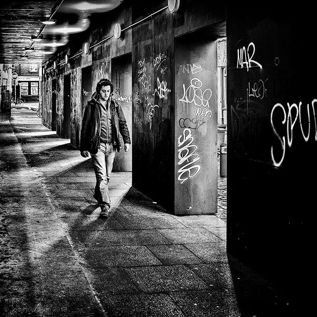 Walking through... I liked the play of light and shadow in this passage near Dame Street... Fuji x100s, 1/125th sec, f/2.8, ISO 400, 23mm  All constructive comment and critique welcome!  A selection of my street photography images are available for sale online at https://houghtonphoto.darkroom.tech #fujix100s #ilovefujix #dublindaily #dailydublin #igerstreets #streetshared #fujifilm_street #BNW_PLANET_2019 #bnwgreatshots #streetmagazine #streetframe #streetxstory #agameoftones #photographyisart #houseoftones #monochrome #bnw_captures #blackandwhitephotography #bnw_life #bw_lover #bnw_planet #monoart #bw_society #bw_photooftheday #instablackandwhite #insta_bw #bnwmood #monochromatic #createcommune  #urbanandstreet #streetshared #streetmagazine