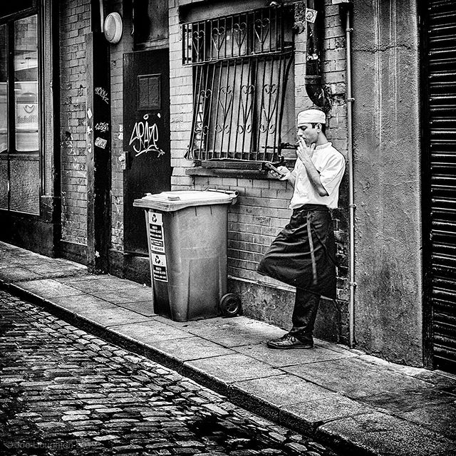 Break time.  This moment caught in one of my Dublin wanders the other day... Fuji x100s, 1/30th sec, f/8, ISO 200, 23mm  All constructive comment and critique welcome!  A selection of my street photography images are available for sale online at https://houghtonphoto.darkroom.tech #fujix100s #ilovefujix #dublindaily #dailydublin #streetshared #fujifilm_street #BNW_PLANET_2019 #bnwgreatshots #streetmagazine #streetframe #streetxstory #agameoftones #photographyisart #meistershots #streetshared #streetphotographymagazine