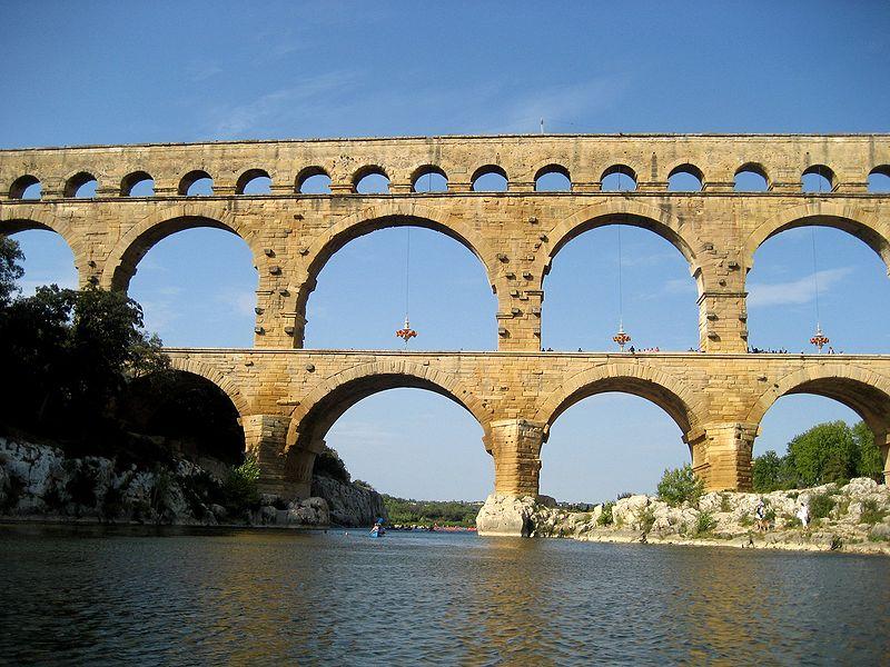 Pont du Gard Wikicommons.jpg